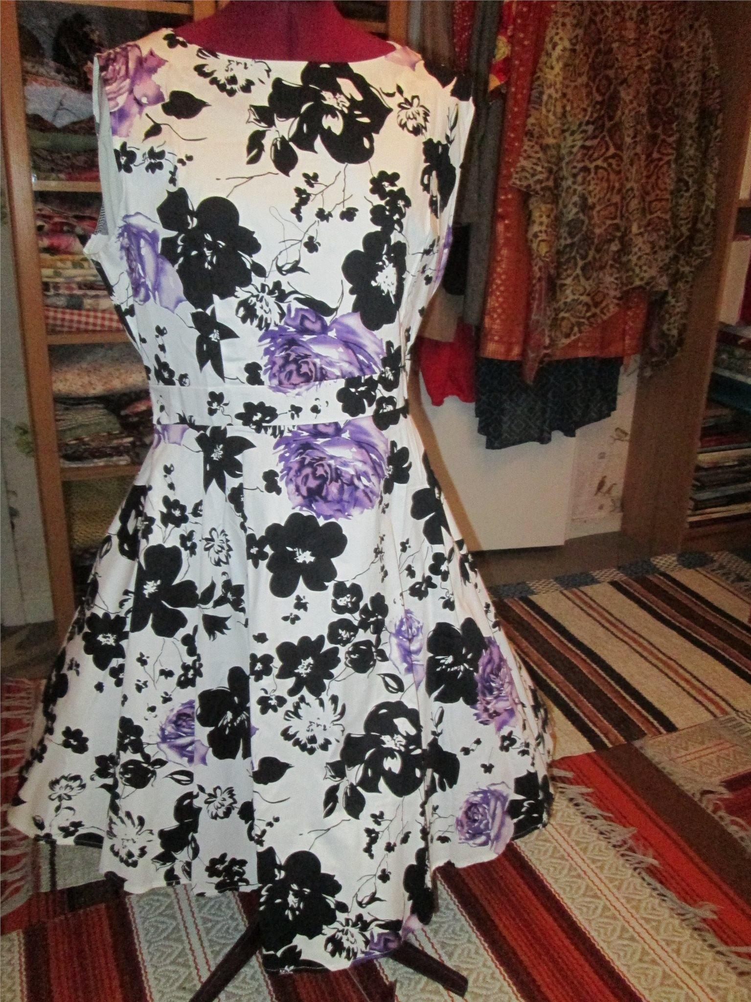68fd7ef06042 Rocka Billy klänning vit botten med svarta,och .. (350757169) ᐈ Köp ...