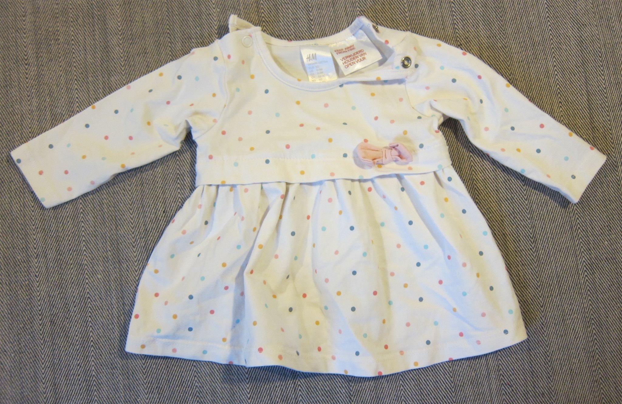 9d082d2314c8 Söt vit långärmad klänning med prickar i olika .. (346066111) ᐈ Köp ...