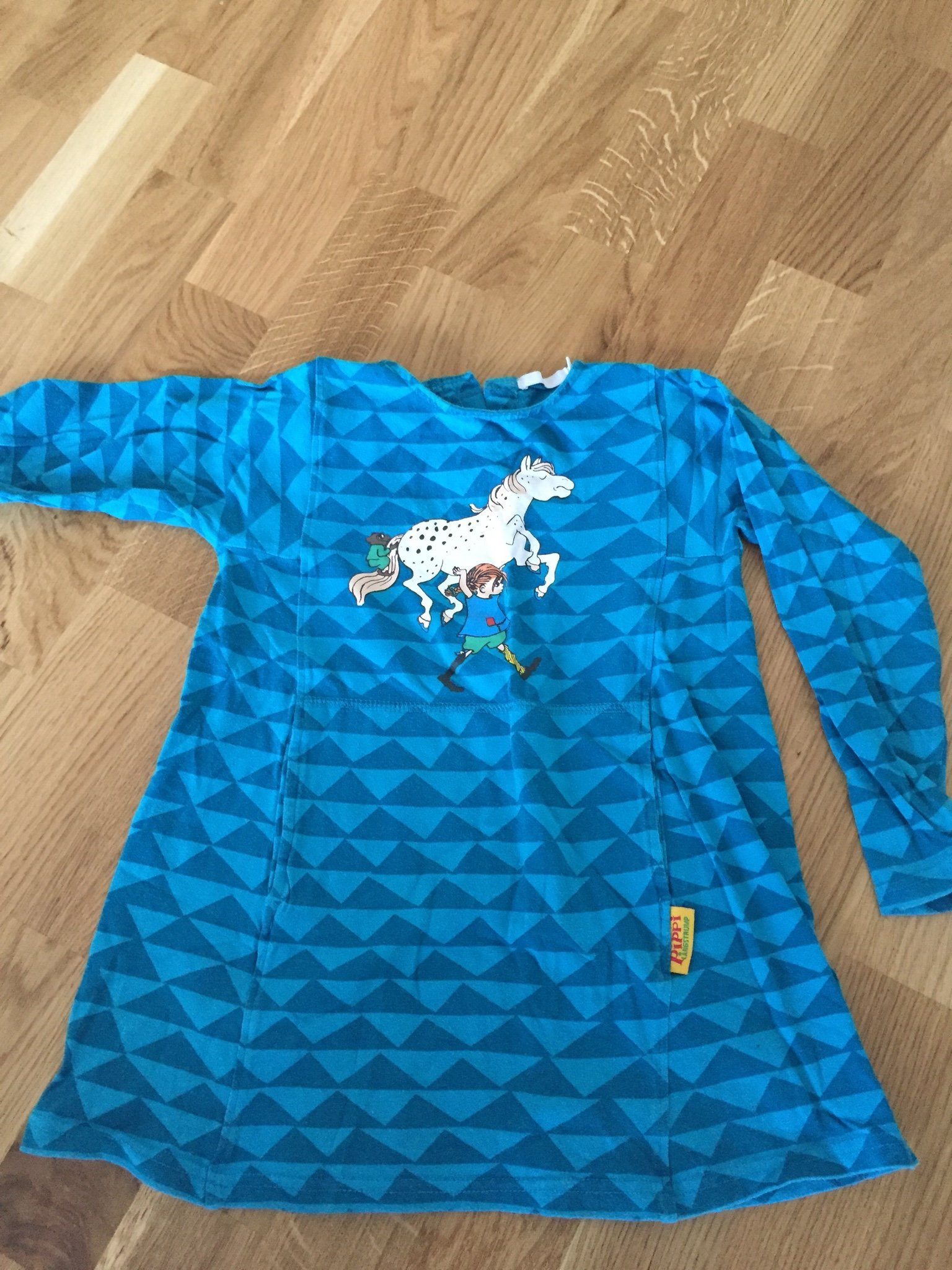 3eaddf45a038 Tunika/ klänning Pippi. Stl. 98/104 (341002735) ᐈ Köp på Tradera