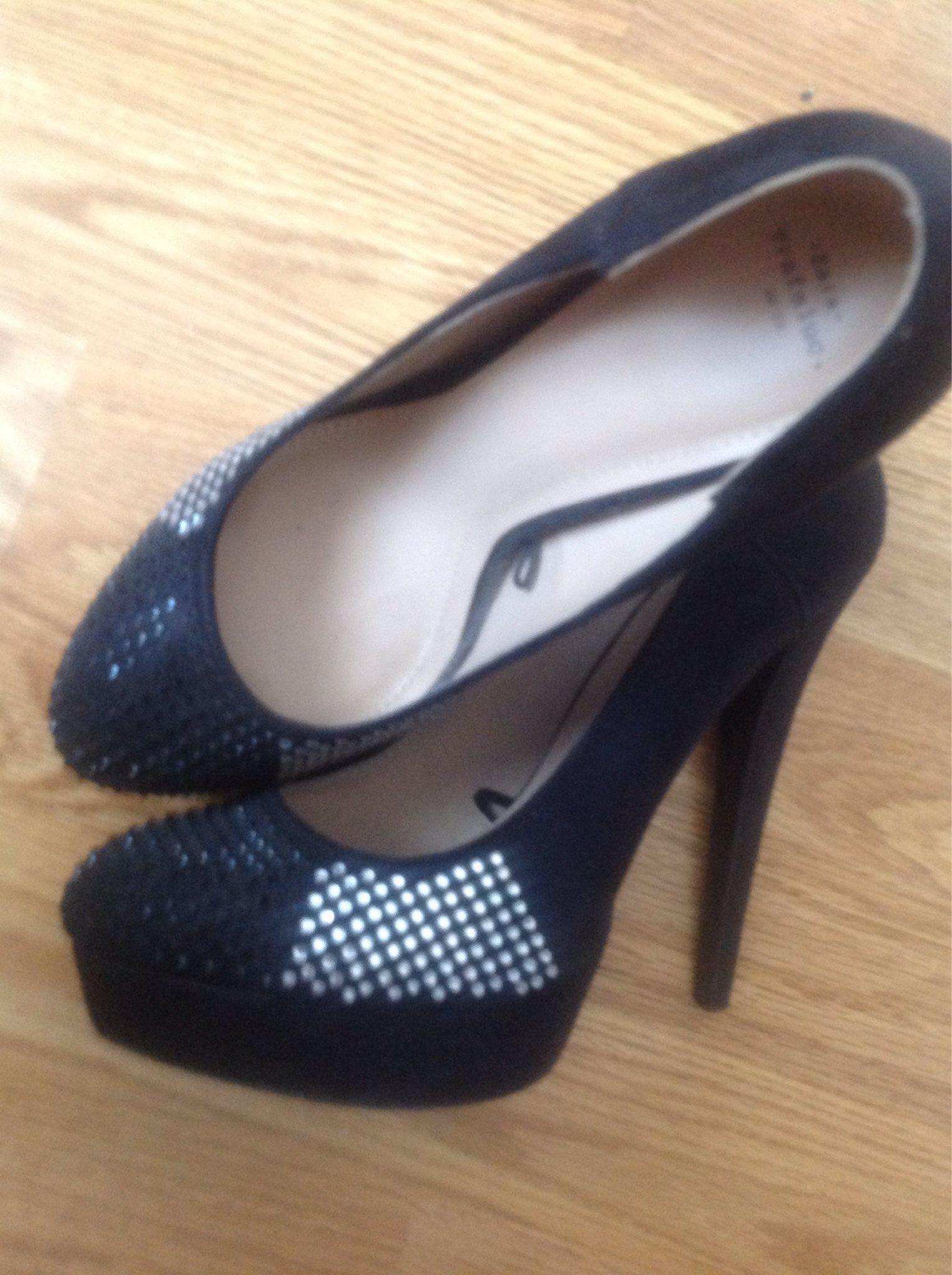 Underbara skor med höga klackar f571f30b4fea7