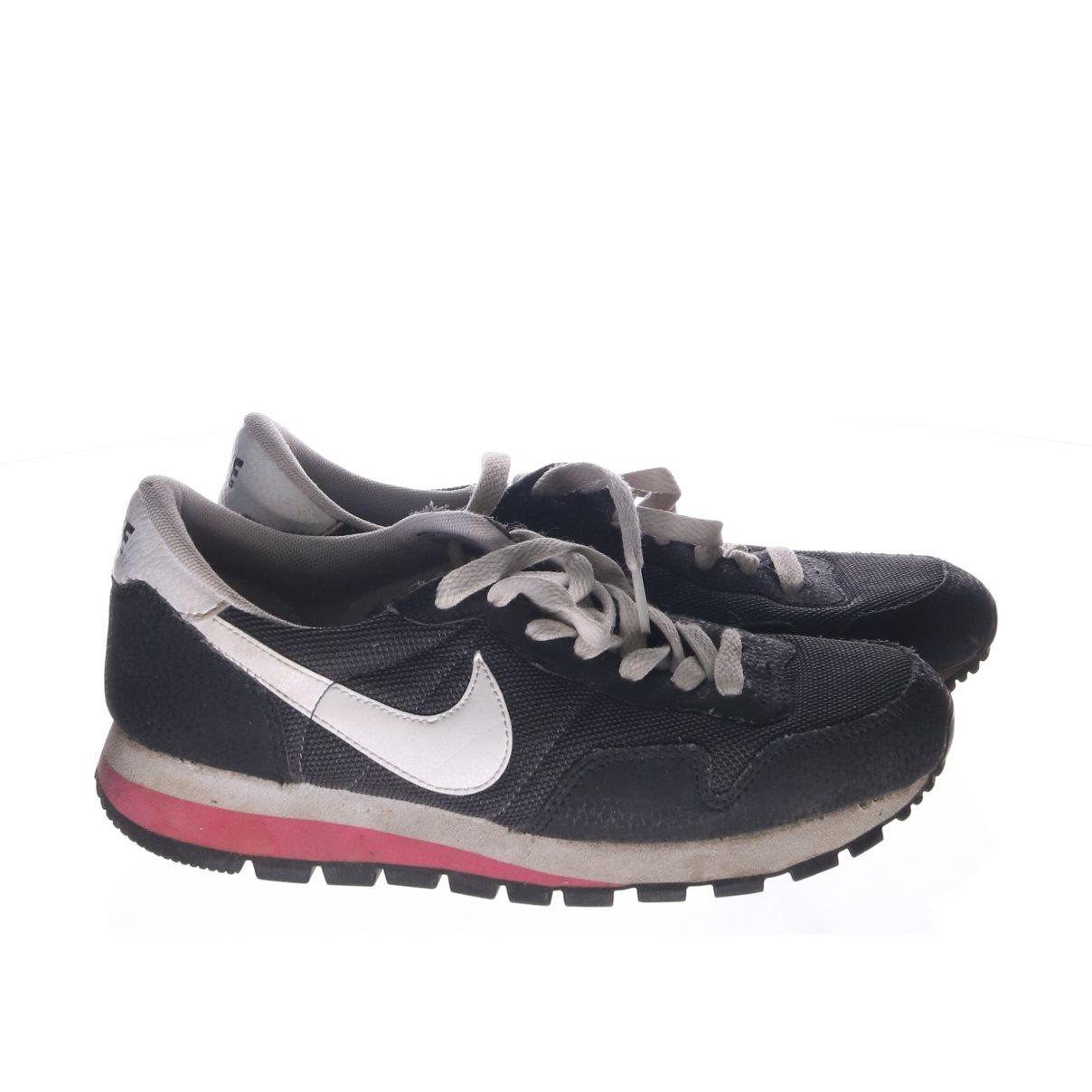 new arrival c1e83 be10d Nike, Sneakers, Strl  37 , Svart Vit
