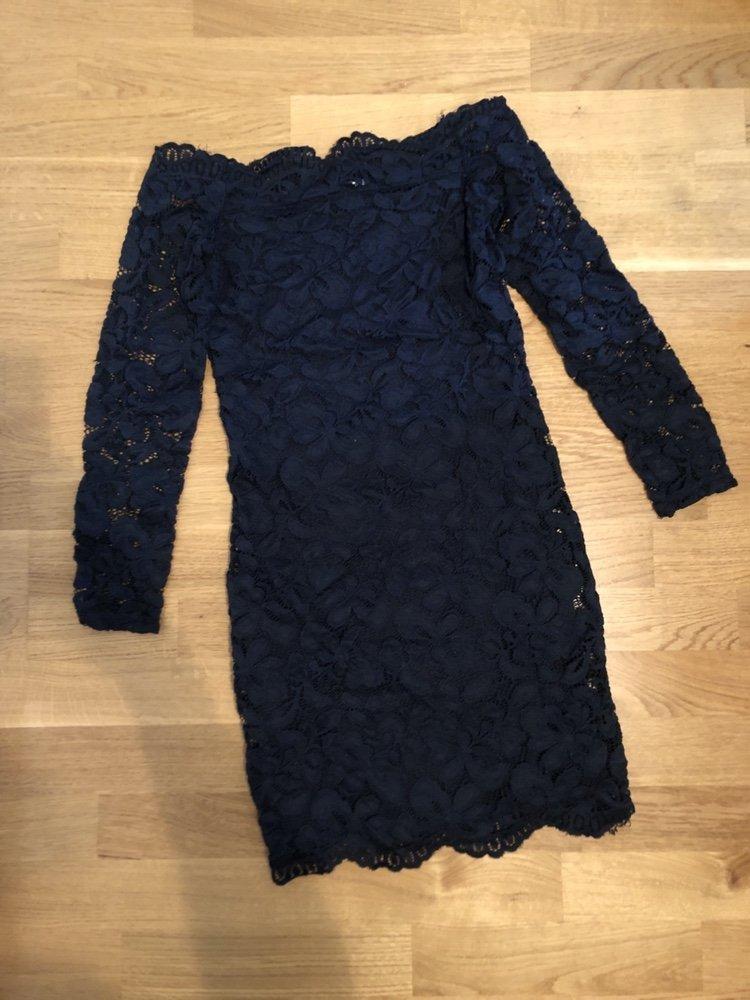 2982a09c6508 Marinblå spetsklänning off shoulder (349262210) ᐈ Köp på Tradera