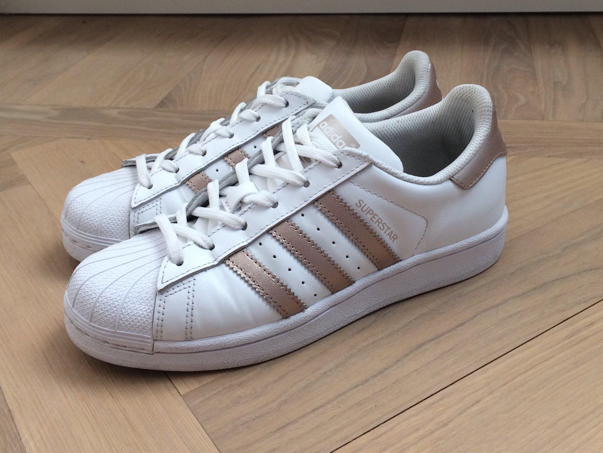 the latest dc5a3 2898a Adidas Originals Superstar Sneakers Vit guld