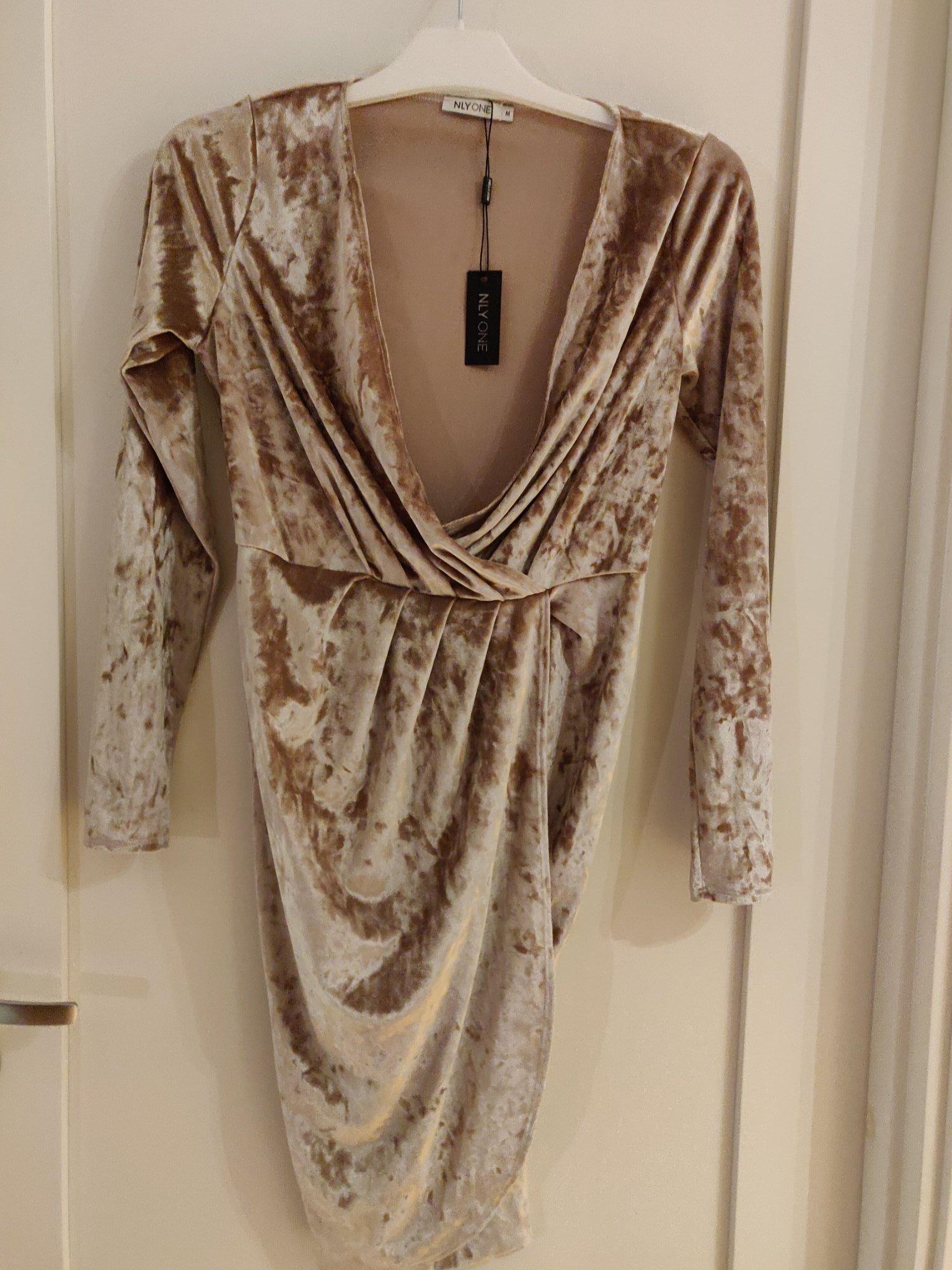 Guldfärgad klänning ST M (372295681) ᐈ Köp på Tradera