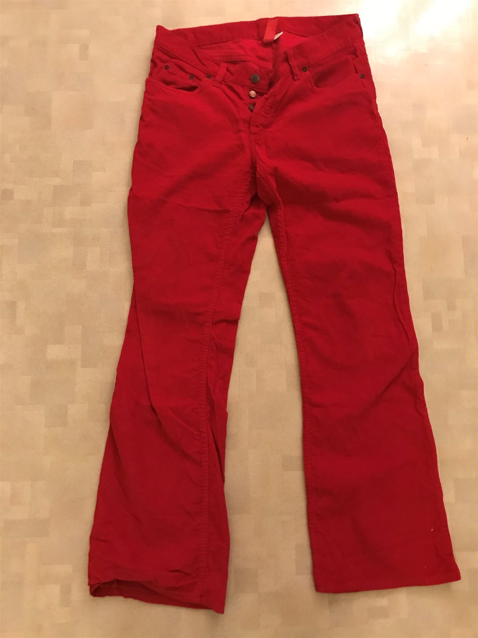 Röda manchesterbyxor DIVIDED H M storlek 32 32 .. (337097235) ᐈ Köp ... 86aa7da187b11