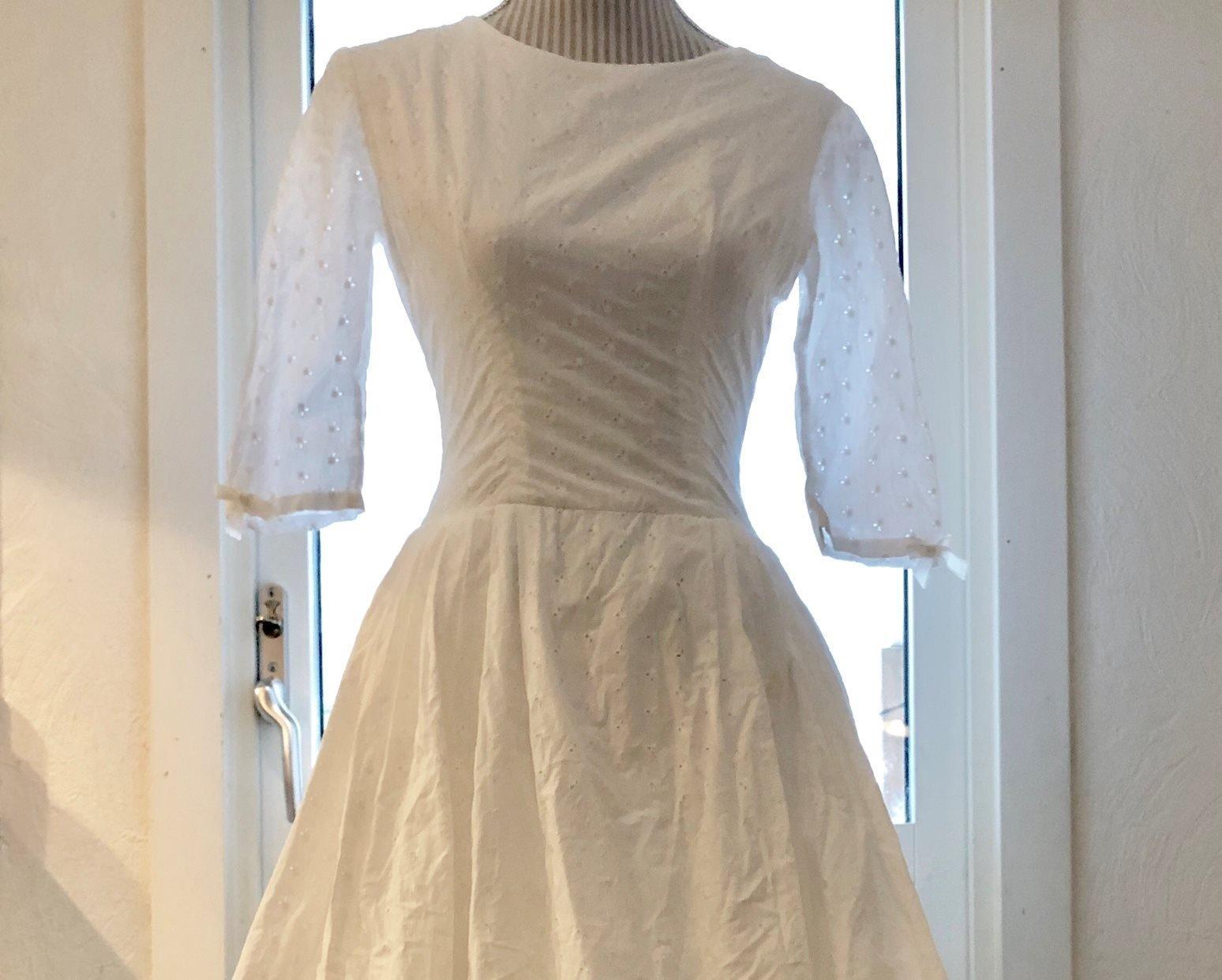 69ba25a0ae8c Colorelle modeblogg - Bröllop. Äkta vintage vit klänning 50-tal stl 36  brudklänning/balklänning/studentklänning .