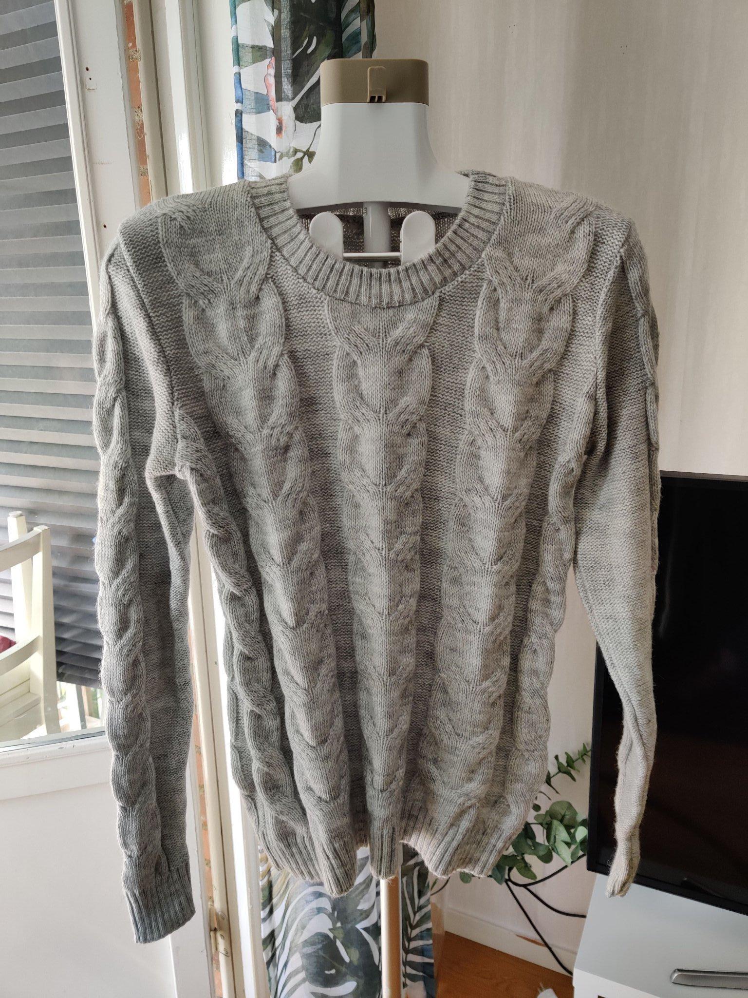 Utförsäljning! REA! Gotländsk stickad långärmad tröja ljusgrå. 70% ull