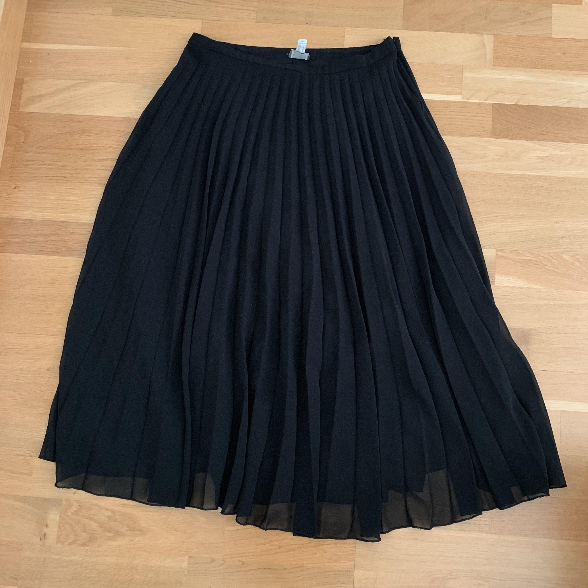 d675fbc819a8 Svart plisserad kjol från ASOS (352947242) ᐈ Köp på Tradera