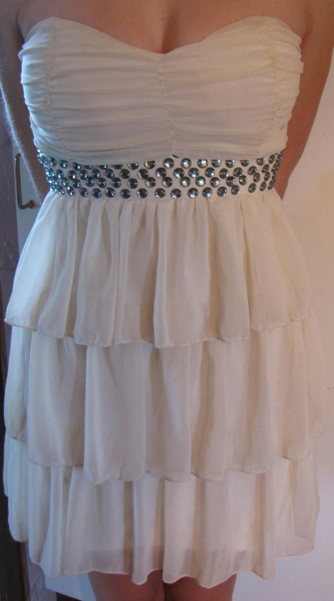 7d59e51effd3 Vit vippig tubklänning studentklänning STUDENT klänning strasstenar söt XS  S 34 ...