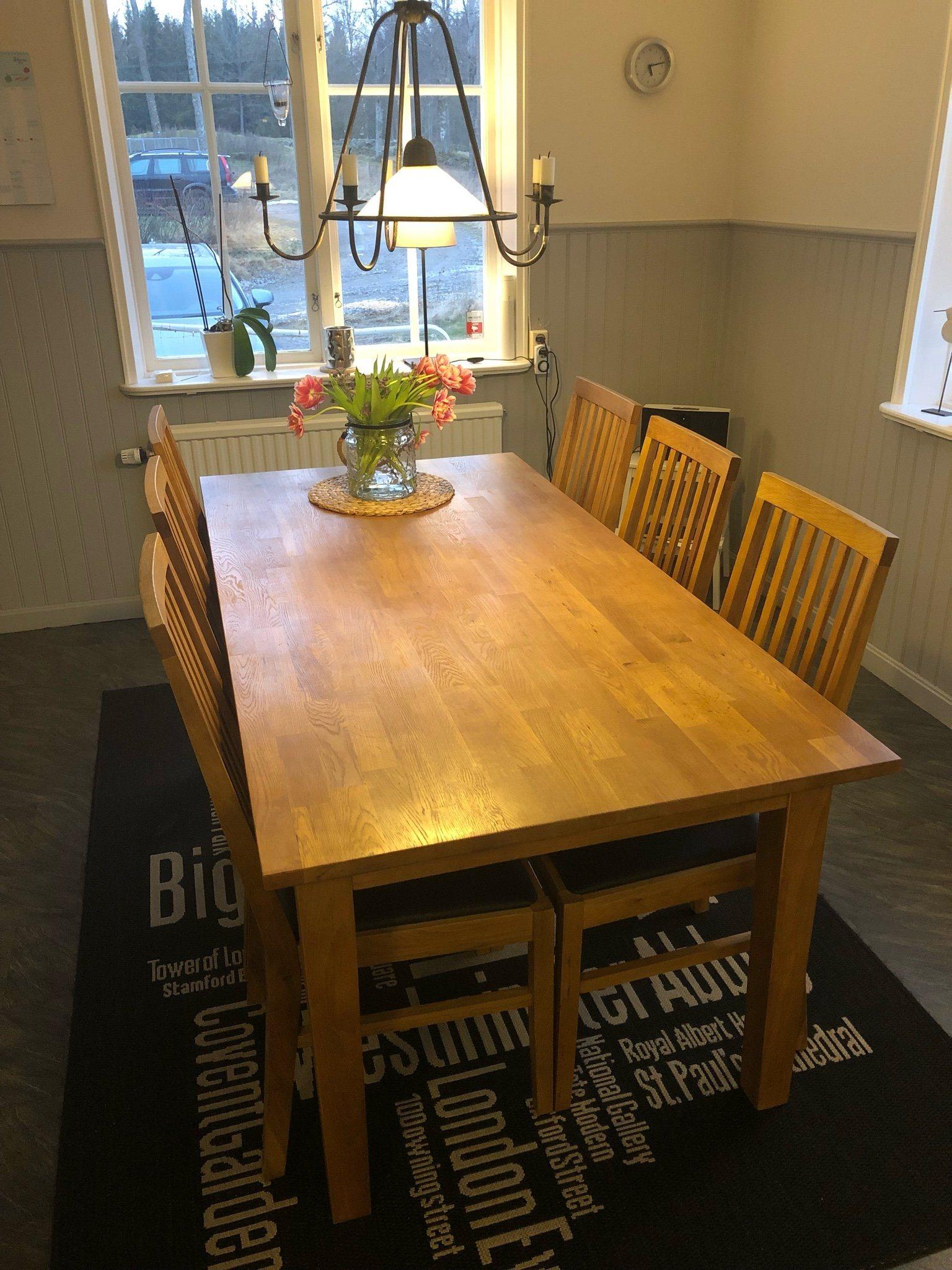 vitt köksbord med 6 stolar