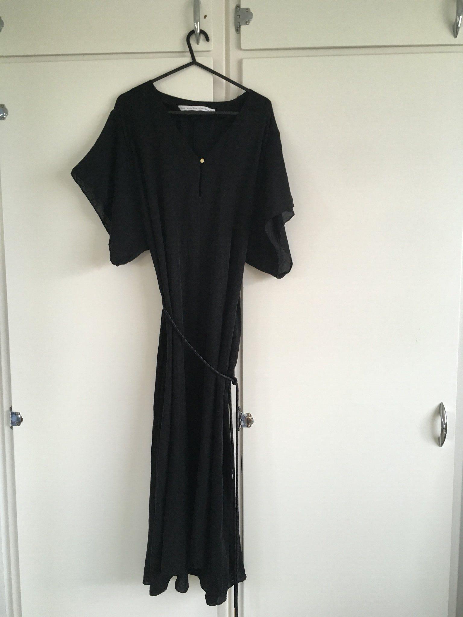 32abf6ffd2de other stories kaftan klänning strand trend svart oversize skärp sommar  luftig
