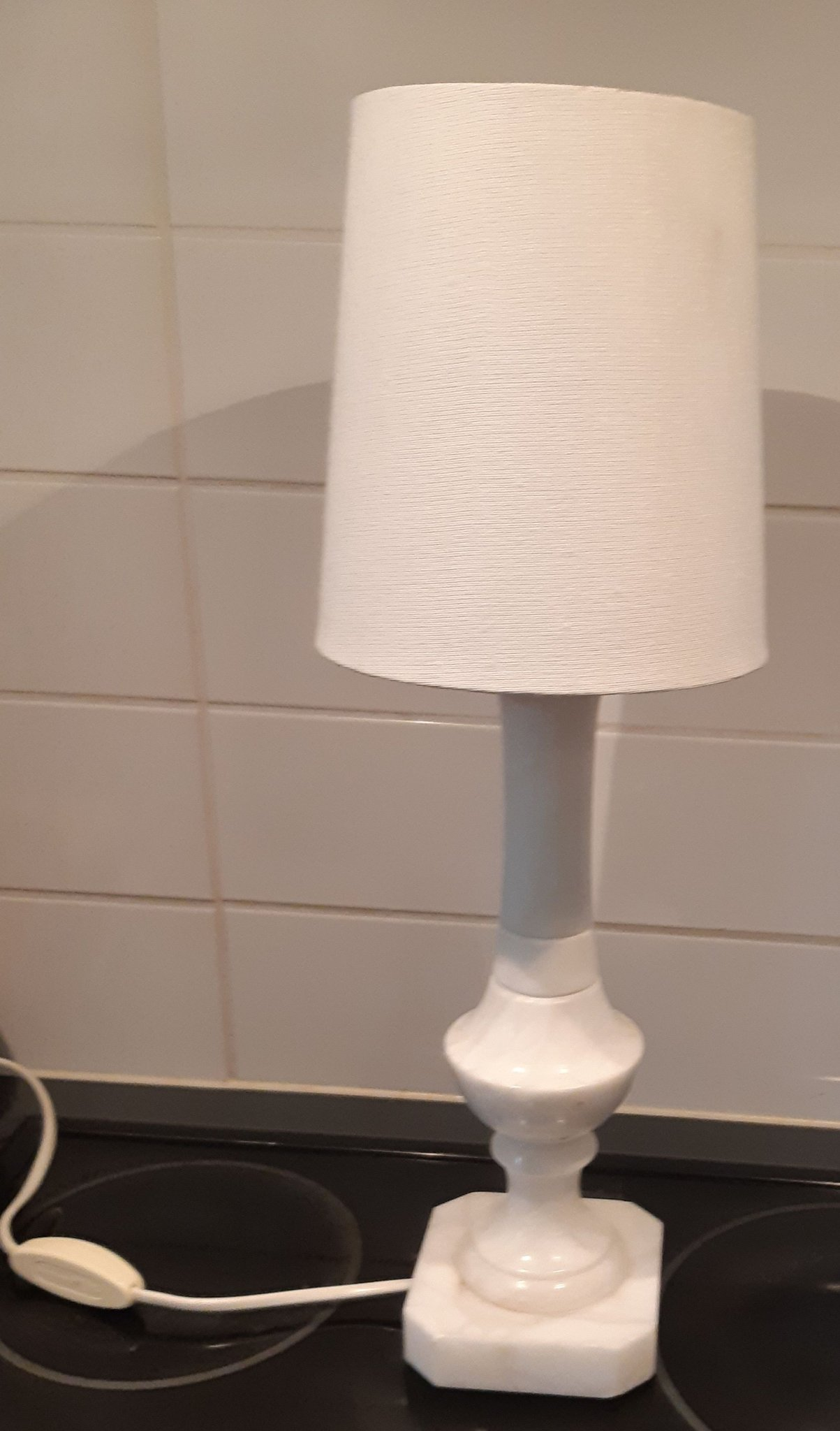 BORDSLAMPA 1900 tal Vit Alabaster Lampskärm Fint fungerande skick 45x16 cm