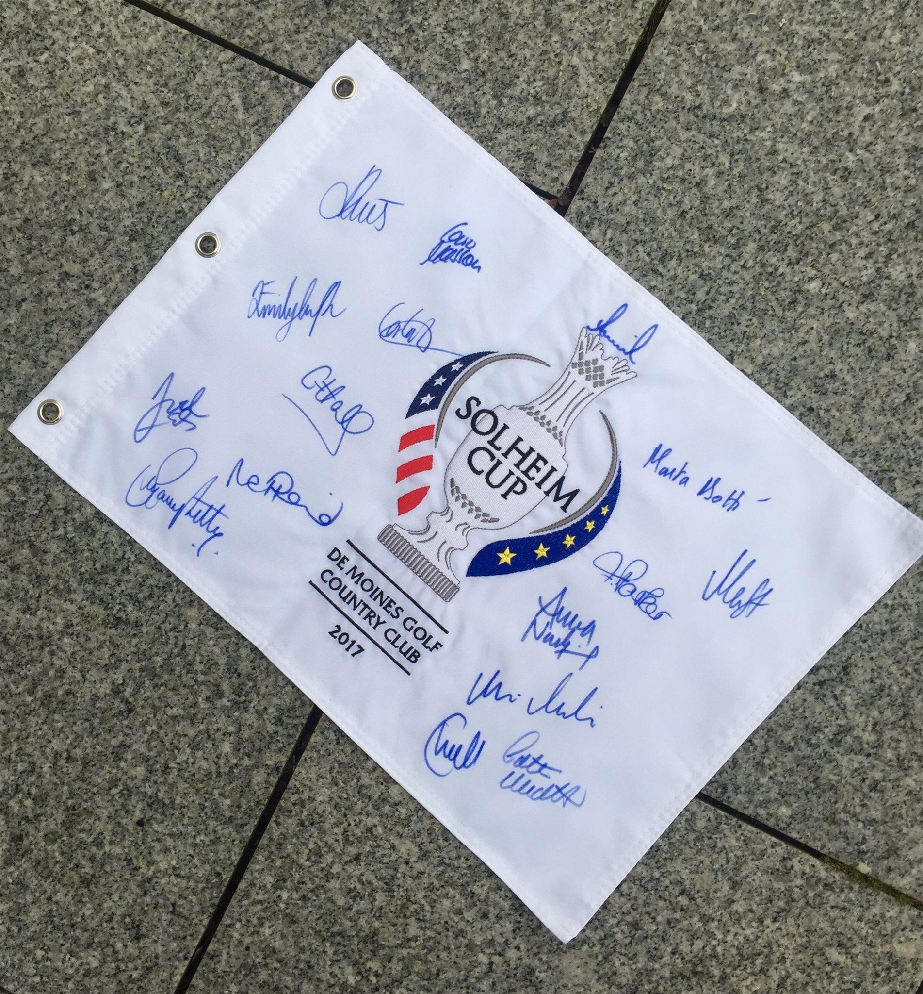 Solheim Cup 2017 - Signerad team flagga med hela europeiska lagets autografer
