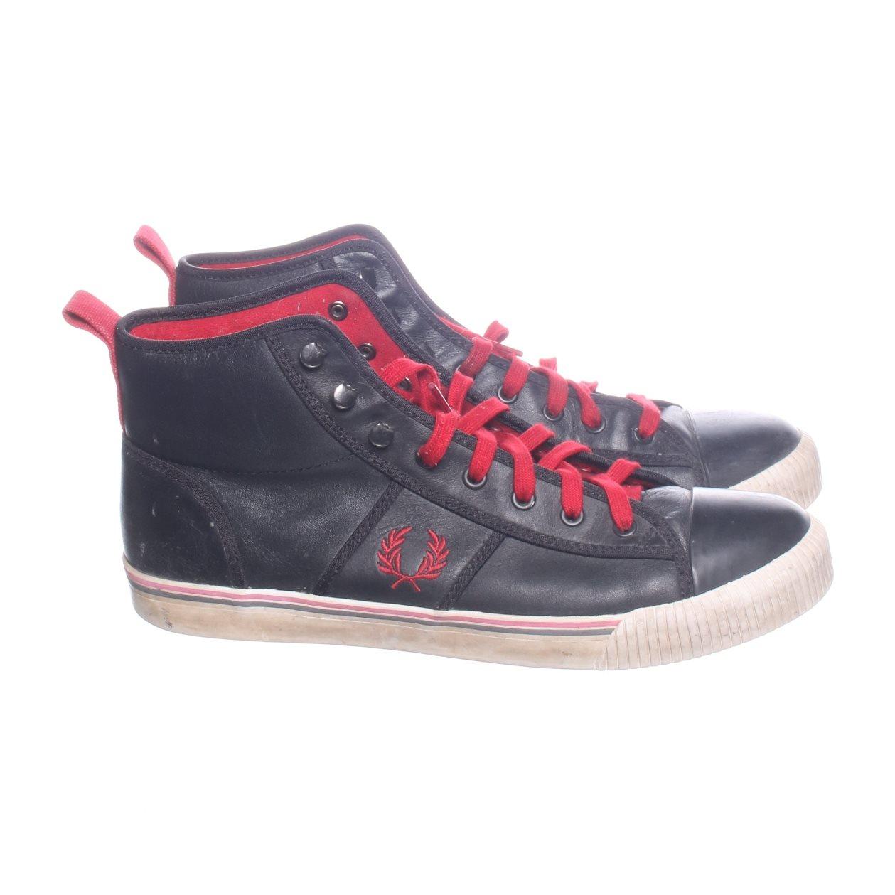 7843926b53aa Fred Perry, Sneakers, Strl: 43, Svart/Röd (340386910) ᐈ Sellpy på ...