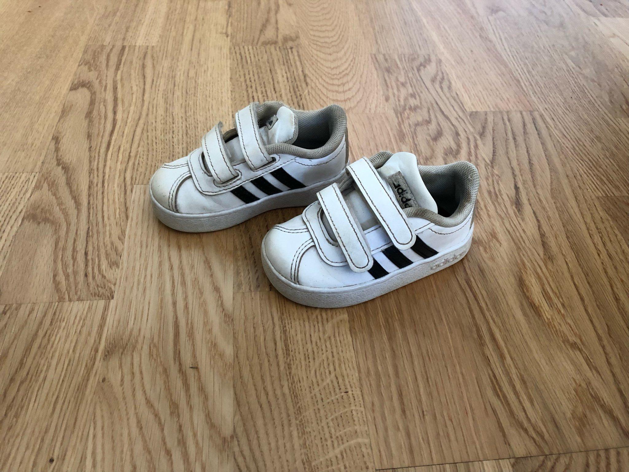 Välanvända men snygga skor från adidas, storlek.. (358339452