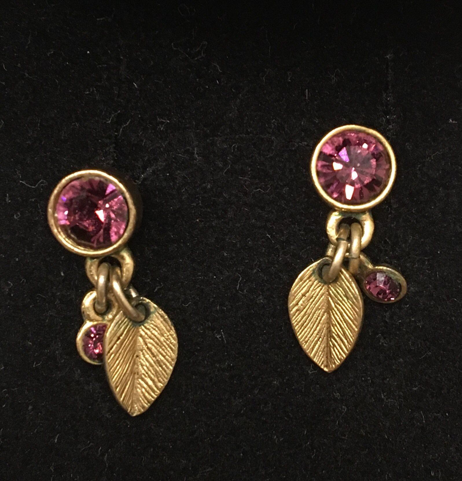 Pilgrim Örhängen små löv med lila stenar (332959728) ᐈ Köp på Tradera 3195735855b0a