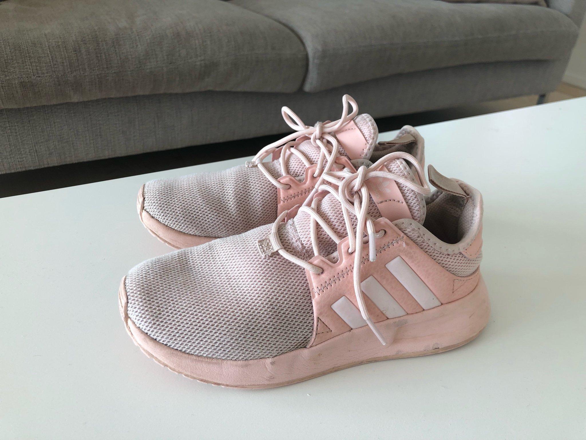 d284d9e7cd0 Så snygga ADIDAS sneakers rosa, 32 (346370875) ᐈ Köp på Tradera
