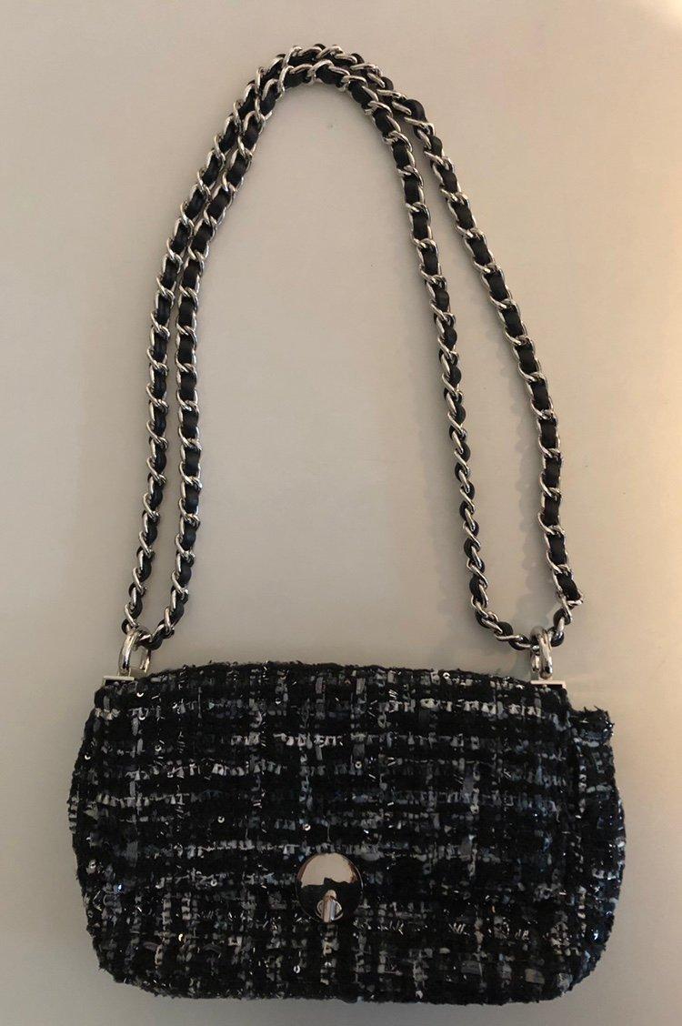 Blå mönstrad väska i tweed m silverkedja fr Lindex, trend,crossbody