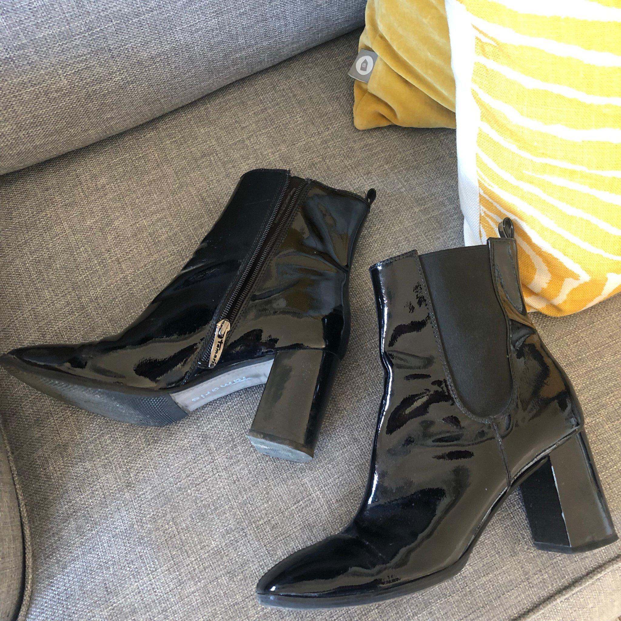 svarta lack boots