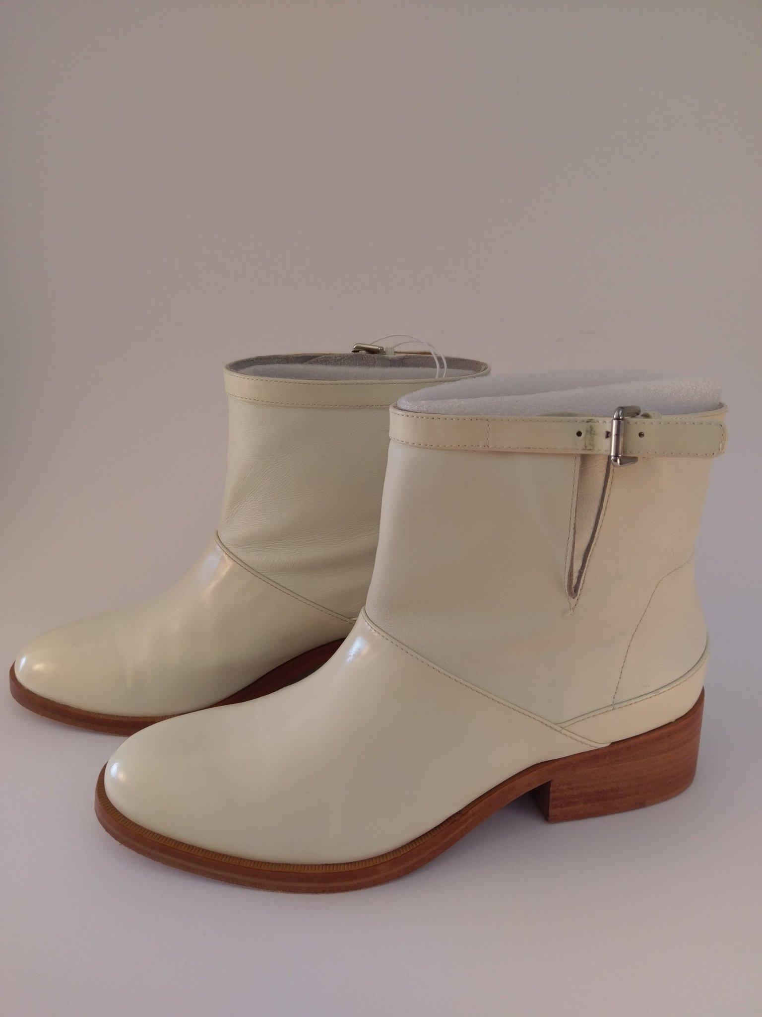 Vita stövletter i patent och vanligt läder, Phi.. (350288911