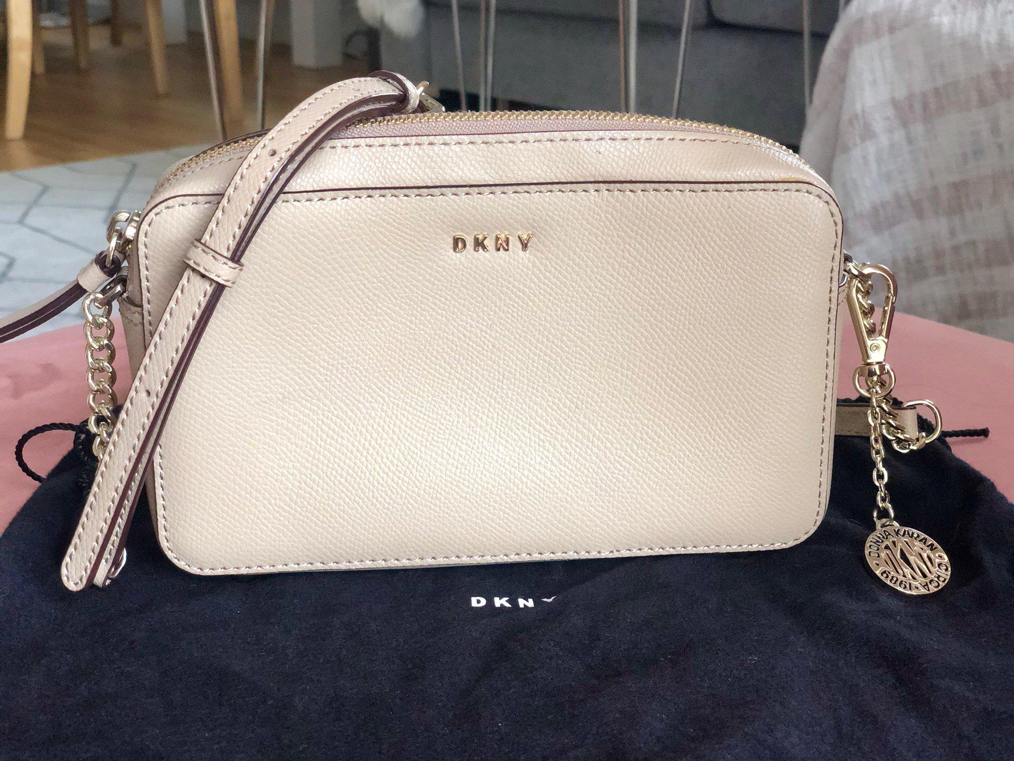 DKNY bag small beige med gulddetaljer märkesväska