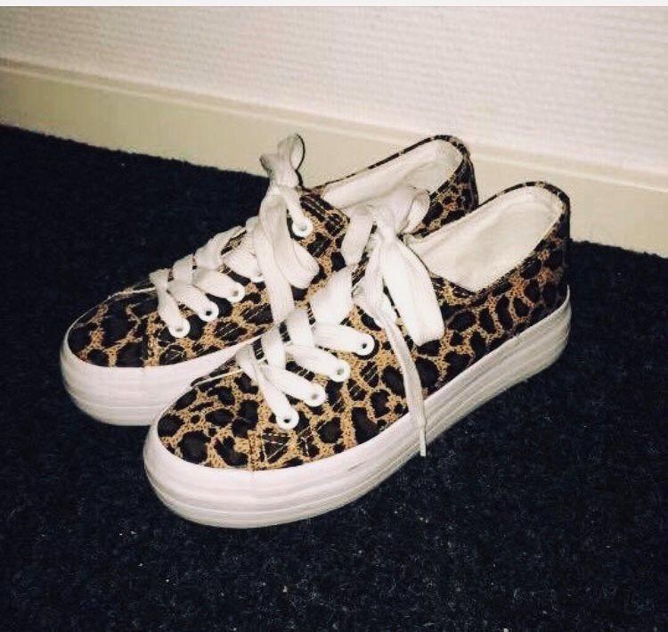 4e44e78a Sneakers med leopardprint i storlek 36 (338330082) ᐈ Köp på Tradera