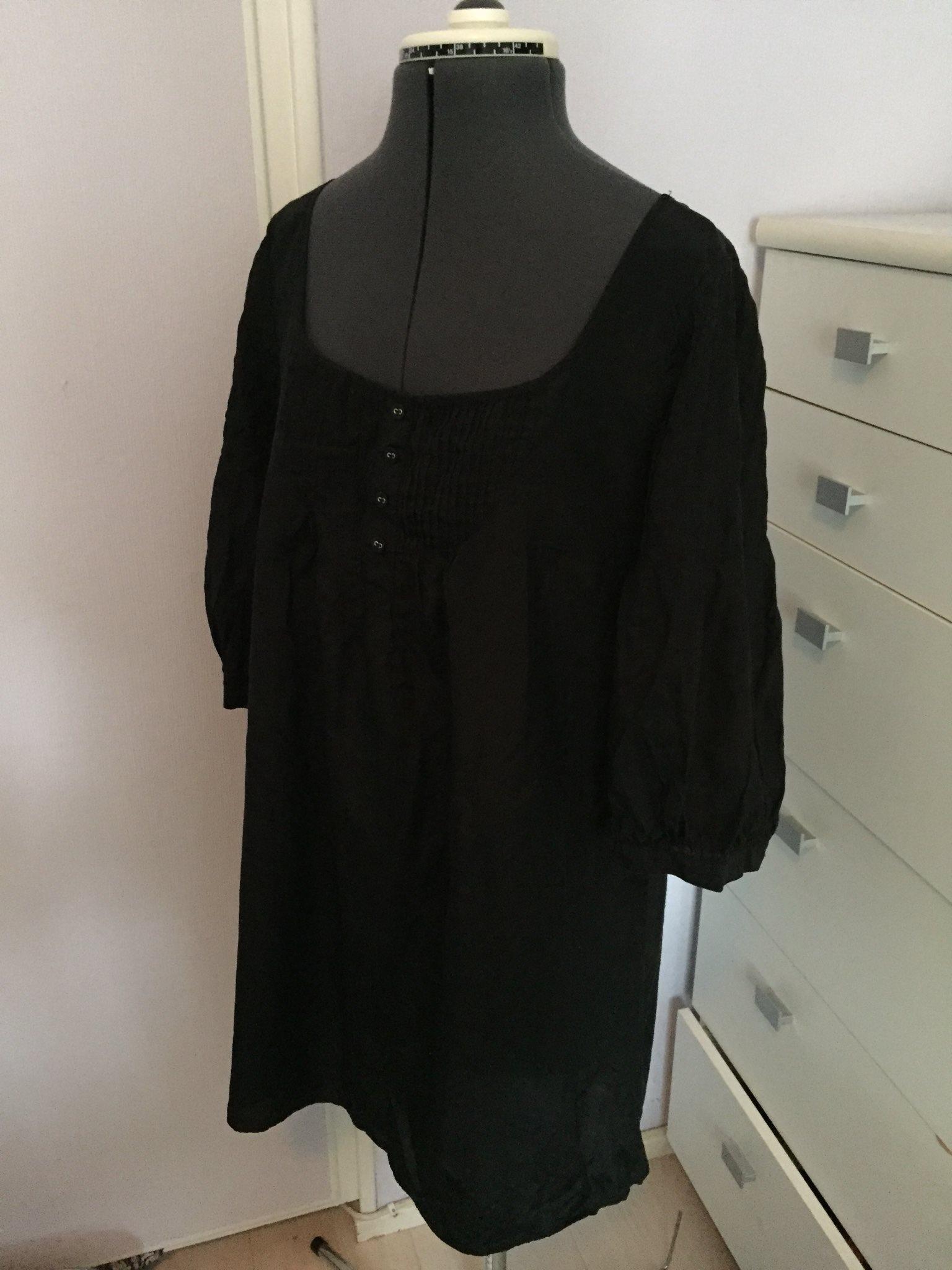 svart klänning lång ärm