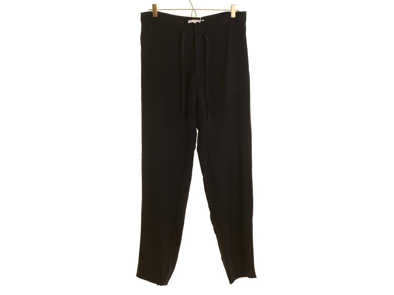 svarta byxor med fickor på sidan dam