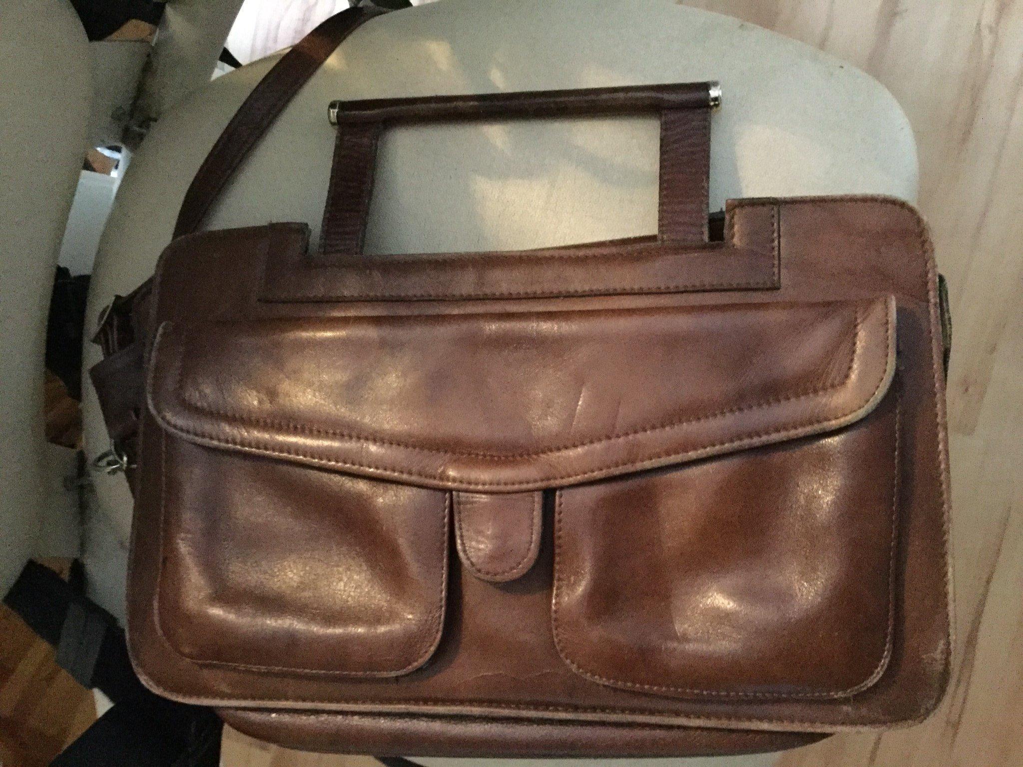 Väska brun i läder,handtag o axelrem,