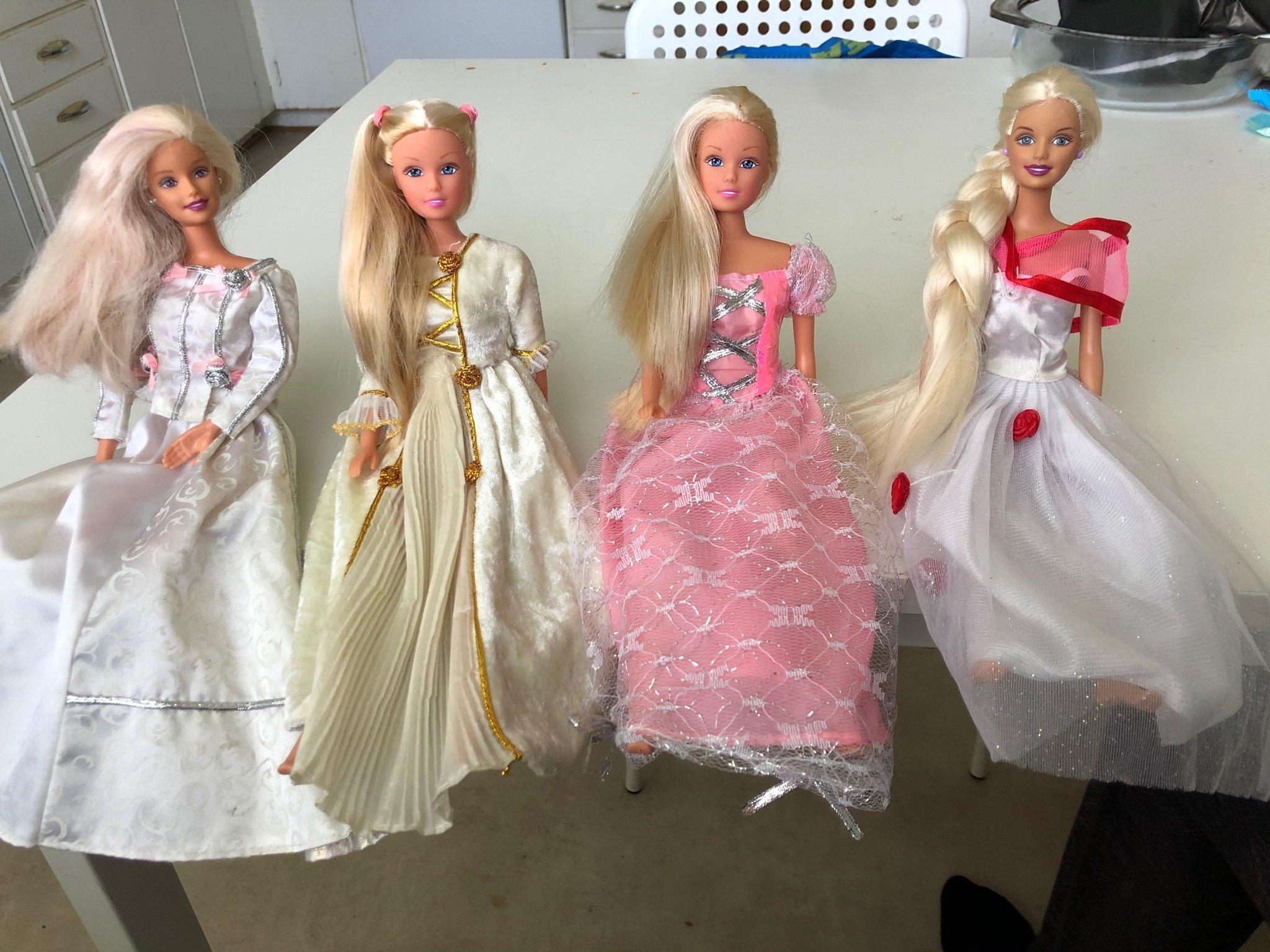 ta bort bygga Resistenta  Barbiedockor + kläder. (412082231) ᐈ Köp på Tradera