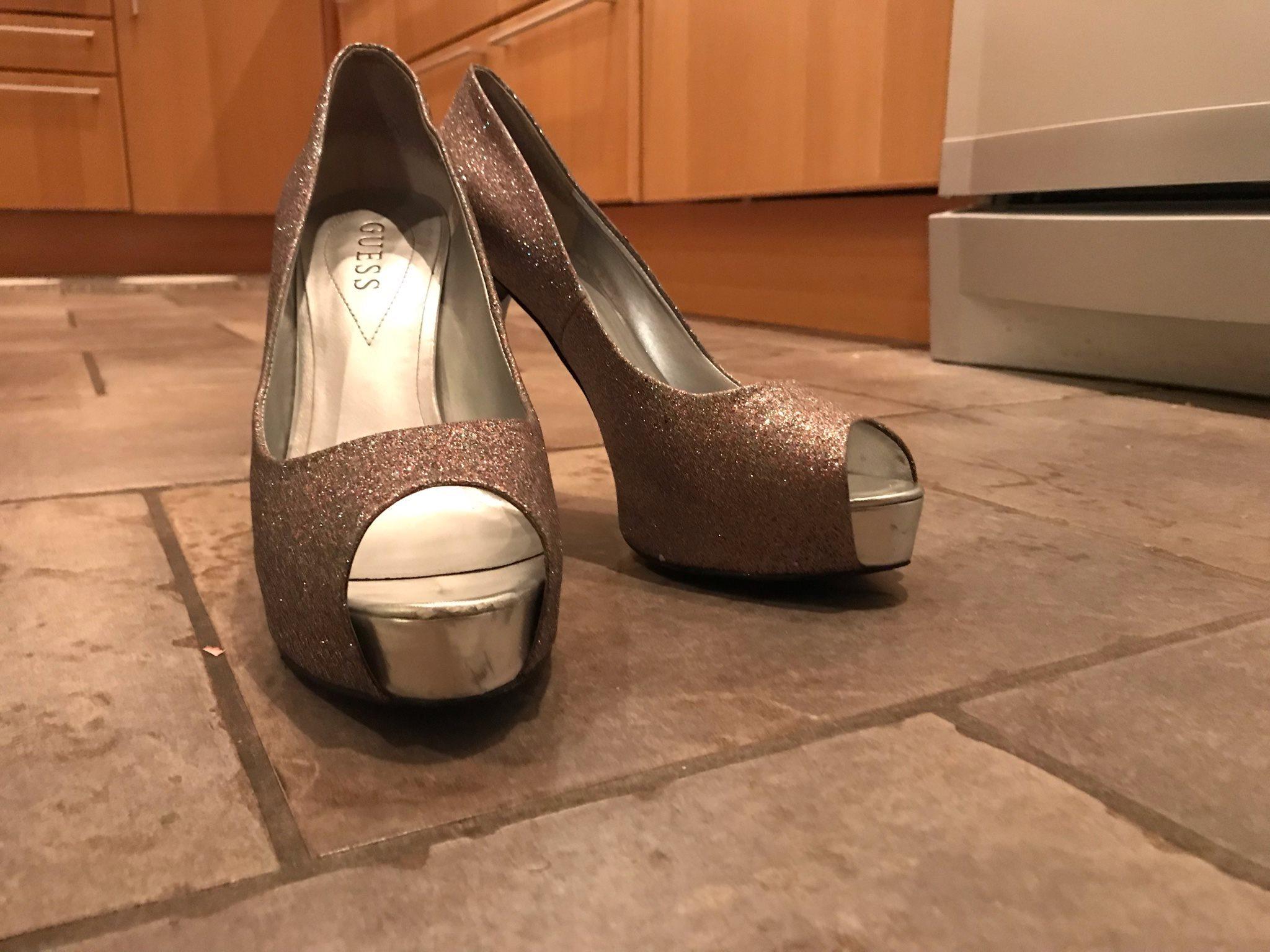 Högklackade skor från Guess (334397643) ᐈ Köp på Tradera f133c341cc03c