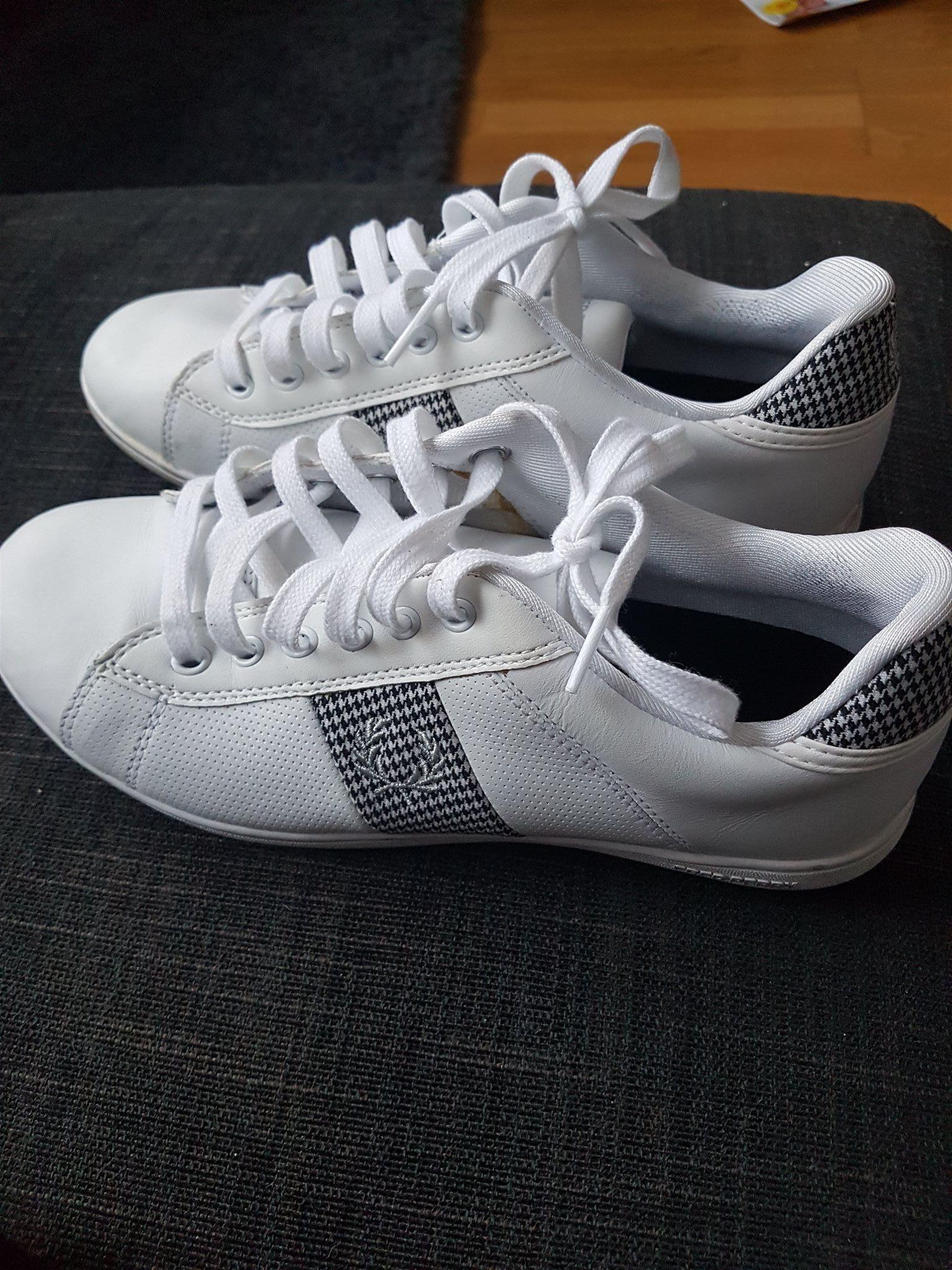 Sneakers Fred Perry mkt bra skick att 38 (341559952) ᐈ Köp på Tradera 78e6a611a5ce1