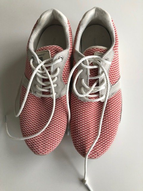 pretty nice 5f464 1f6c0 37. 33 besökare. GANT - nästan nya vardags sneakers i läder mocka+röd vit  textil st