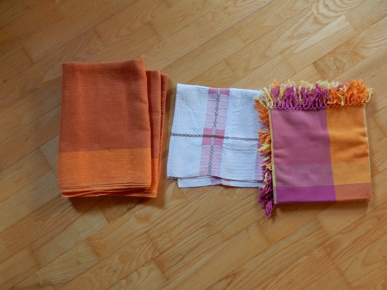 Fin äldre linneduk i olika orange färger 146 x1.. (335557419) ᐈ Köp ... a959d8dae2acf