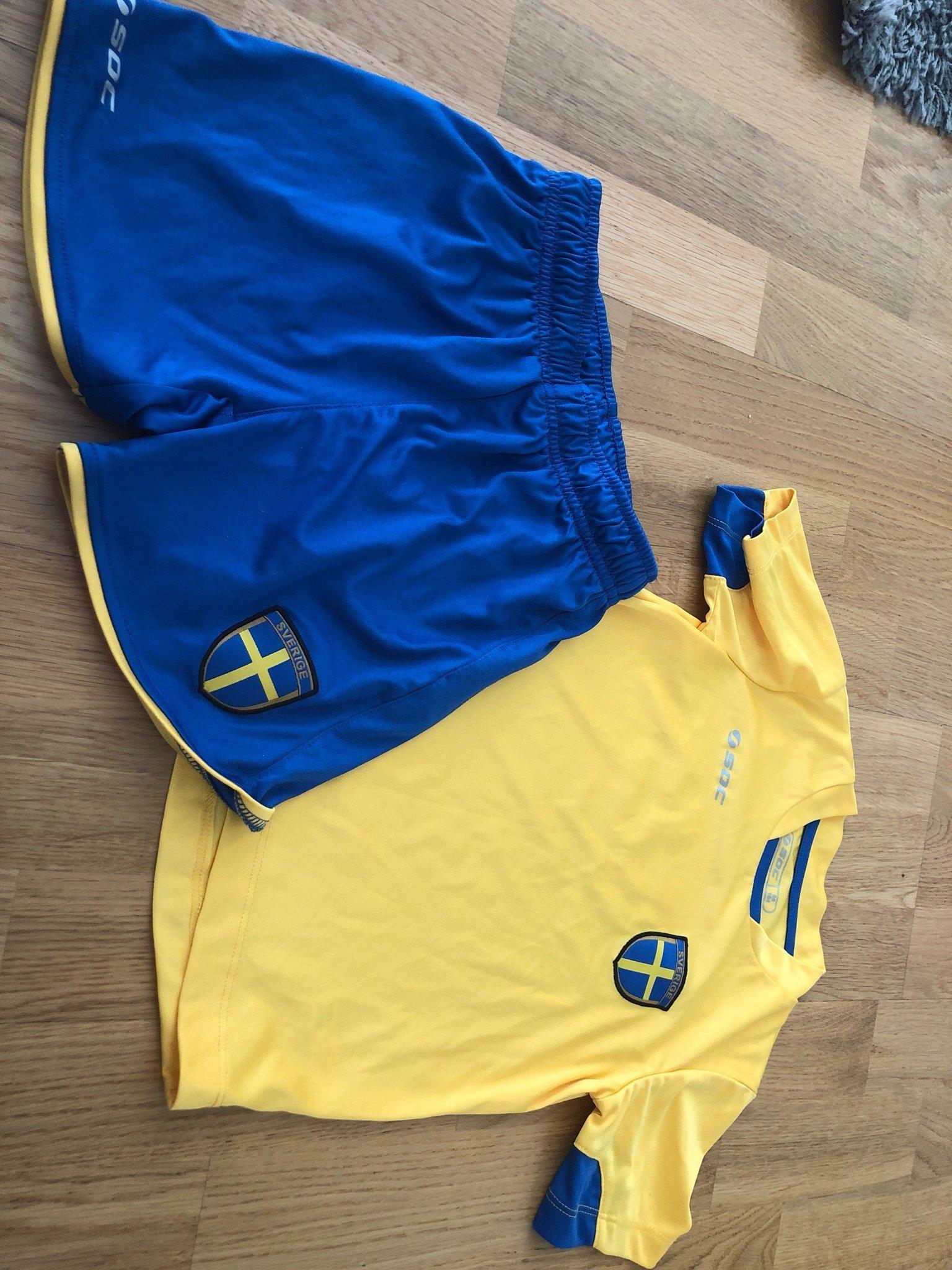 39420a064f94 Sverigekläder fotboll Sverige strl 98/104 (343819193) ᐈ Köp på Tradera