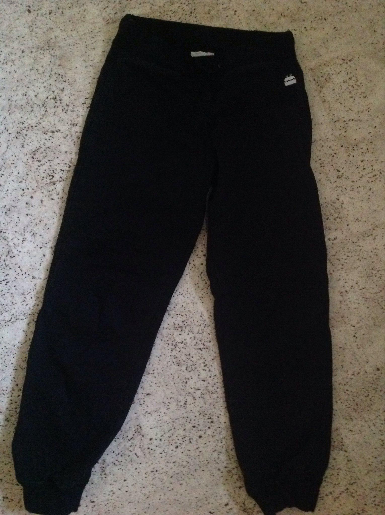 Svarta joggingbyxor i Stl 128 cm Kaxs (328004687) ᐈ Köp på Tradera 3f634b46b7239