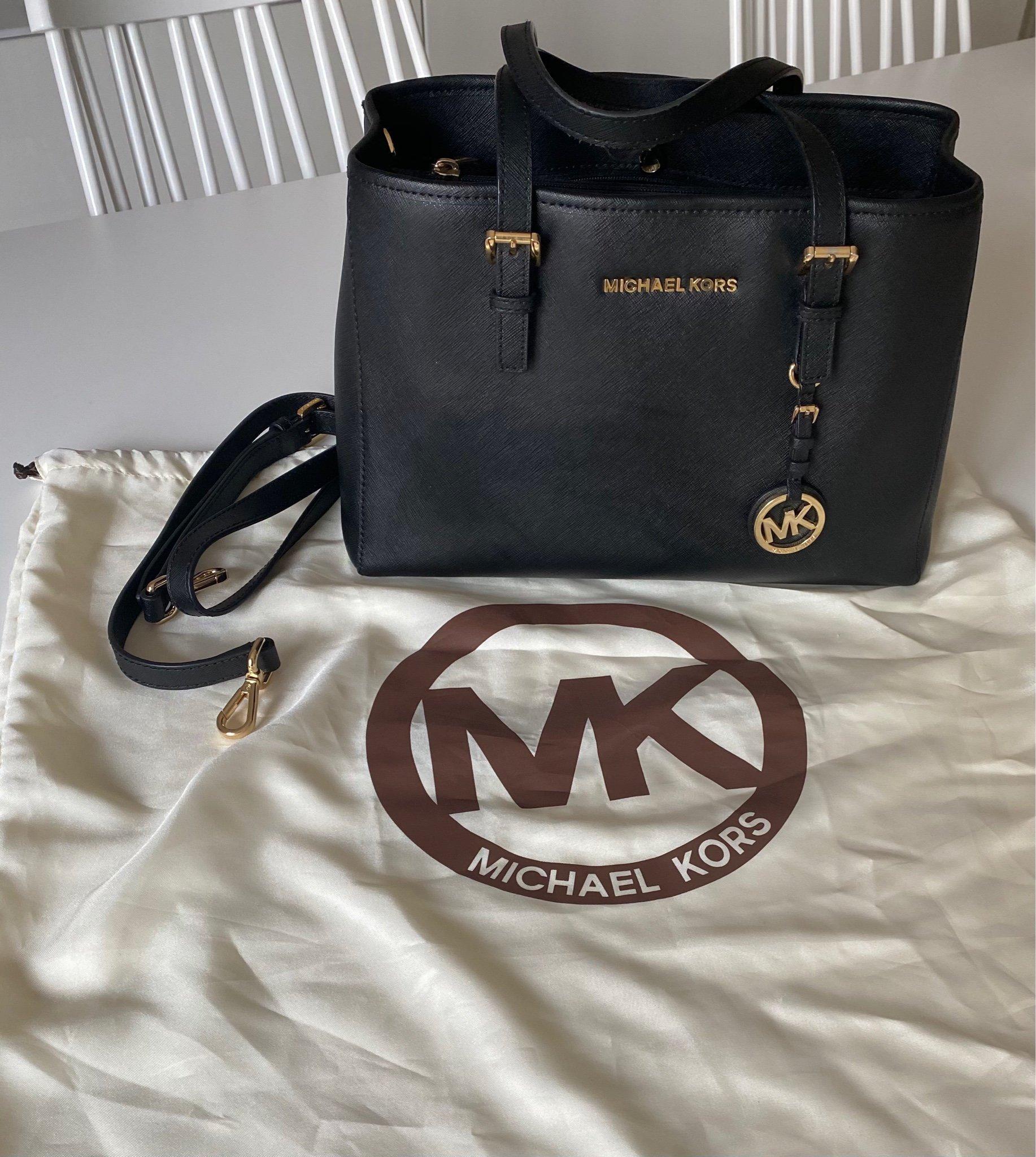Michael kors väska (420012490) ᐈ Köp på Tradera