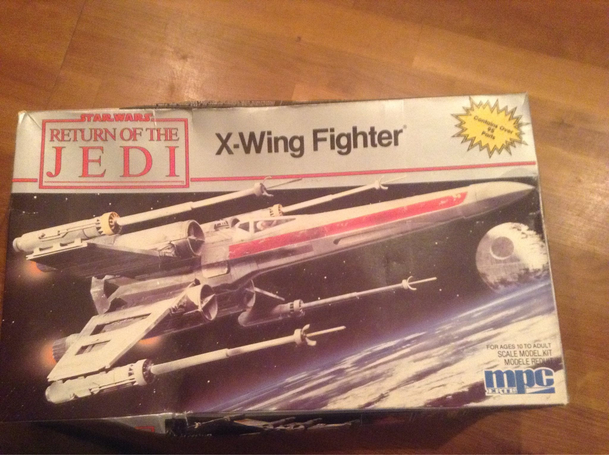 StarWars X-Wing fighter byggsats i skala 1:45
