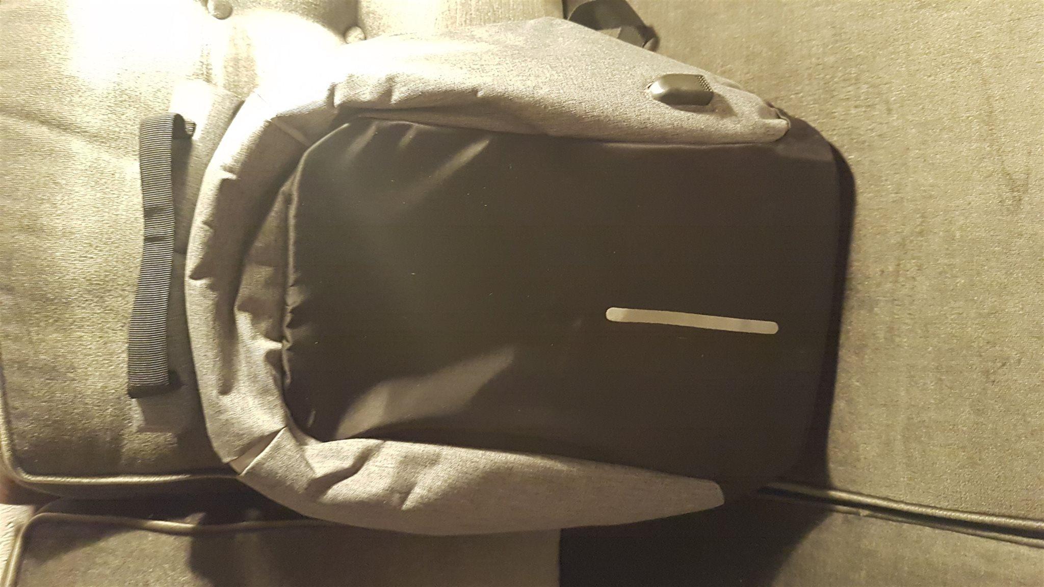 Väska ryggsäck med USB-uttag (332575119) ᐈ Köp på Tradera d2fe51a1ade90