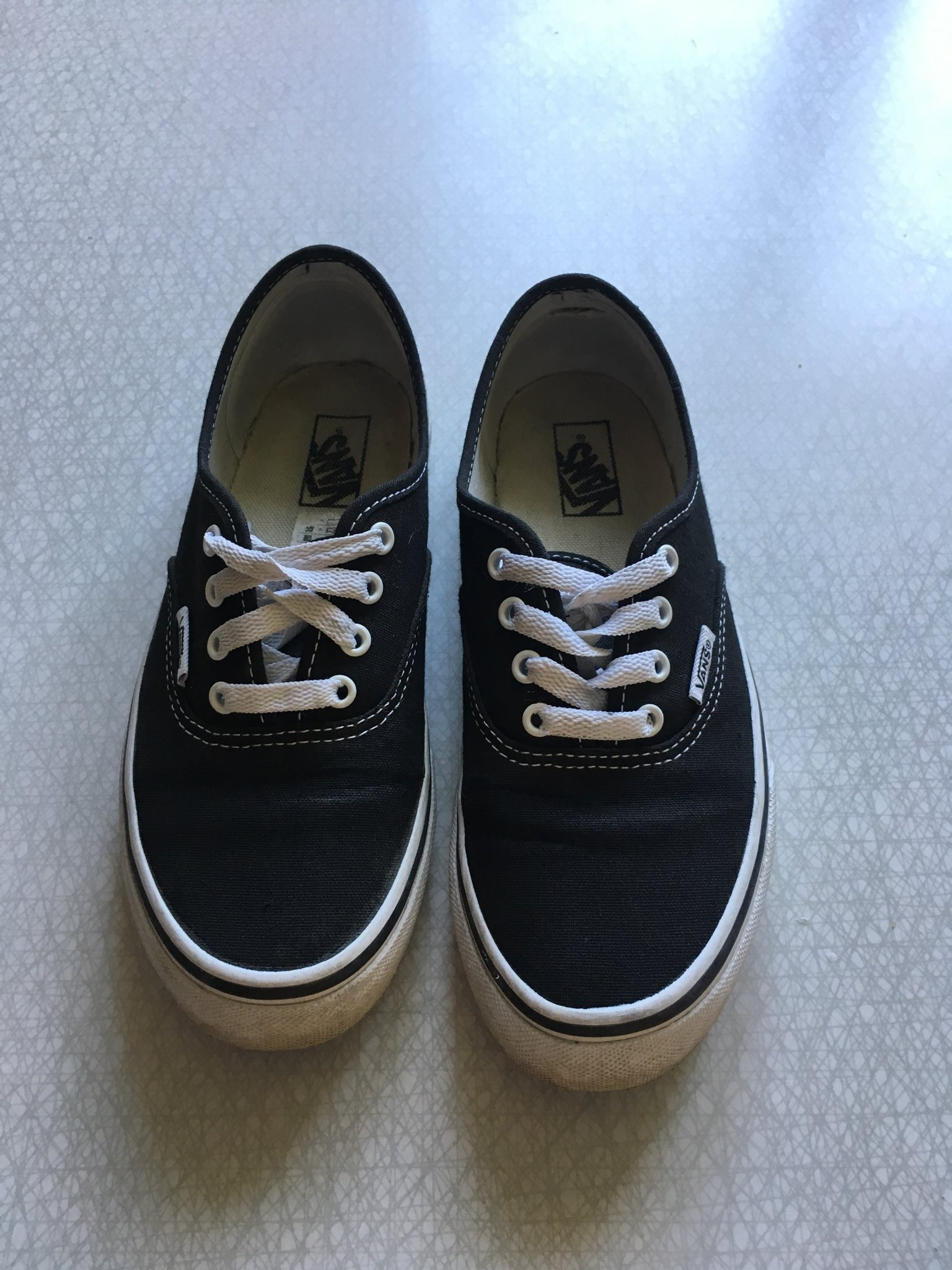 svarta vans authentic