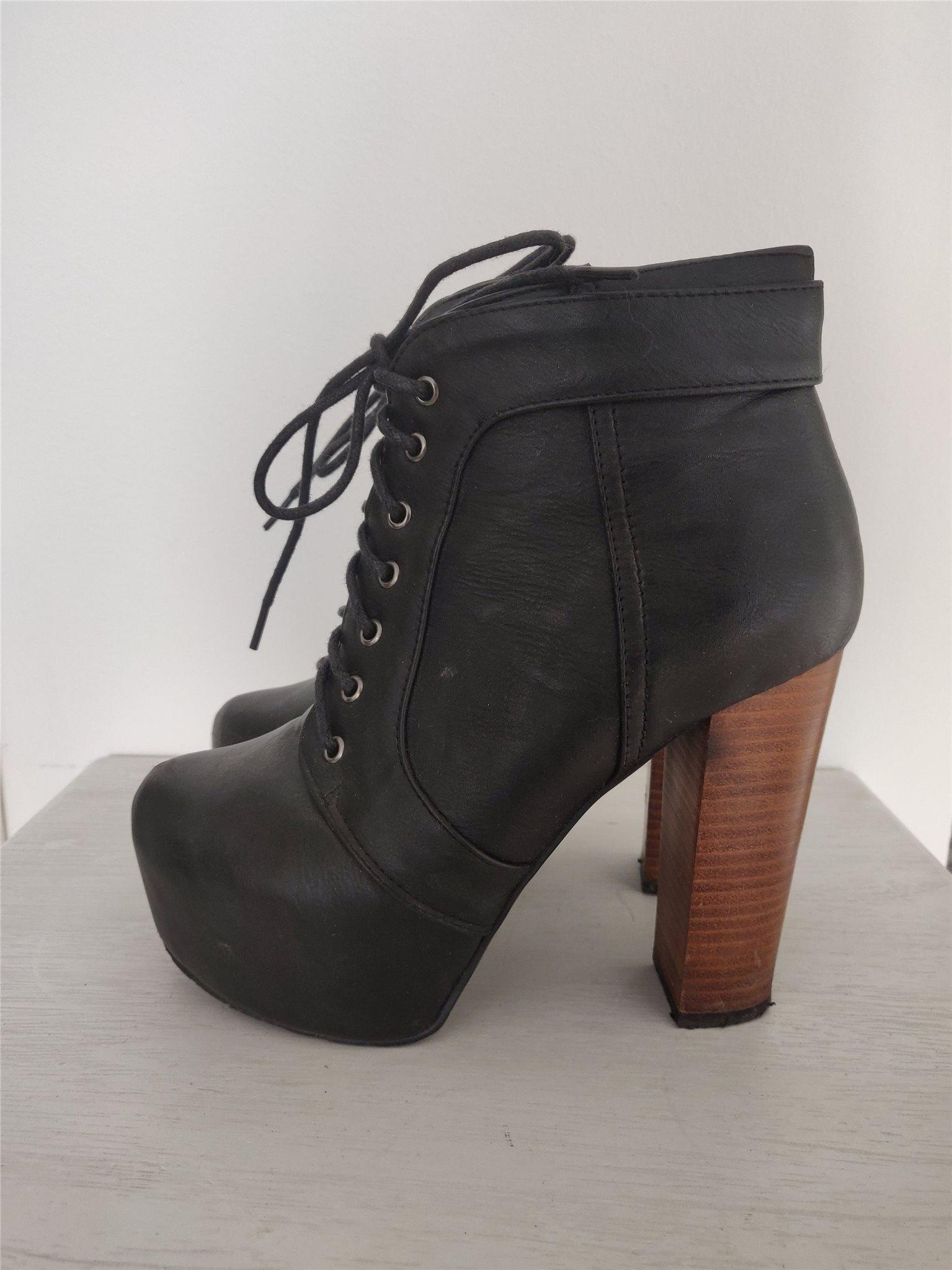 höga skor med snörning