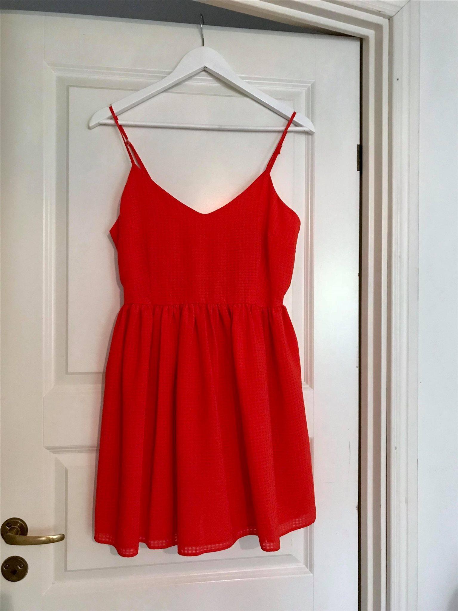 asos röd klänning