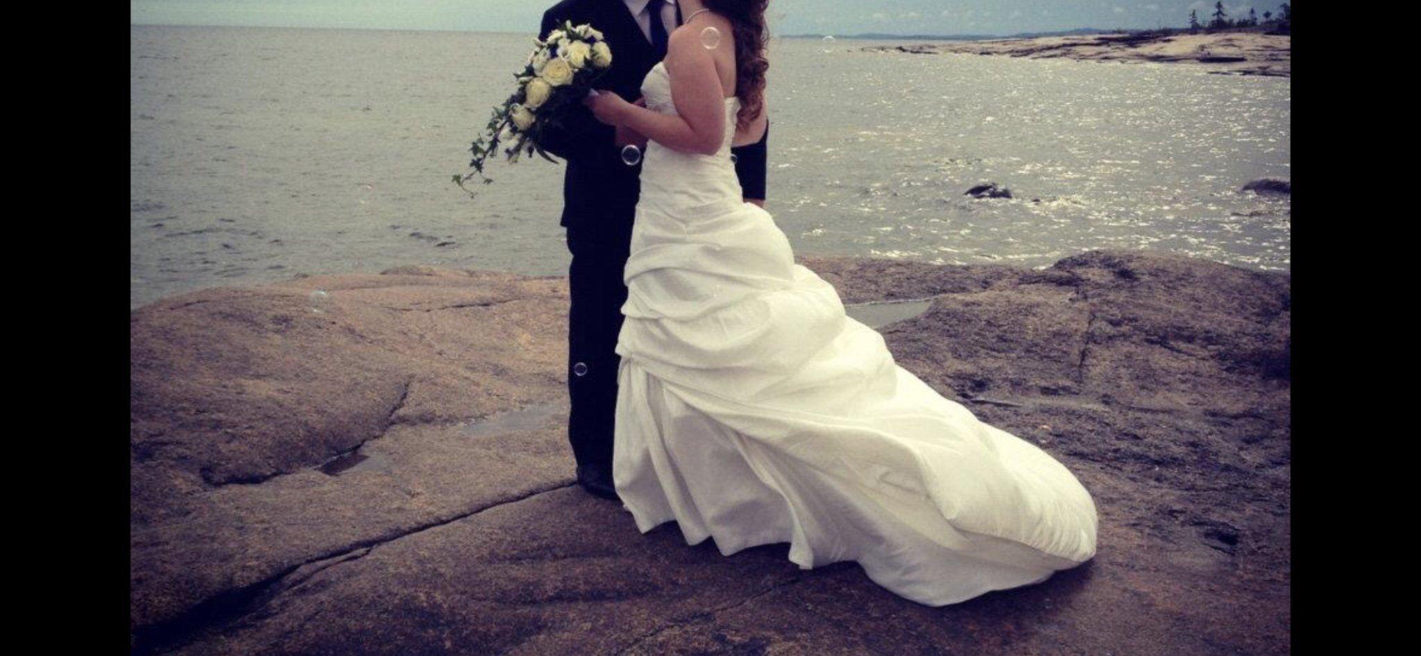 59634b8d1fda Brudklänning / bröllopsklänning strl 38 (350059585) ᐈ Köp på Tradera
