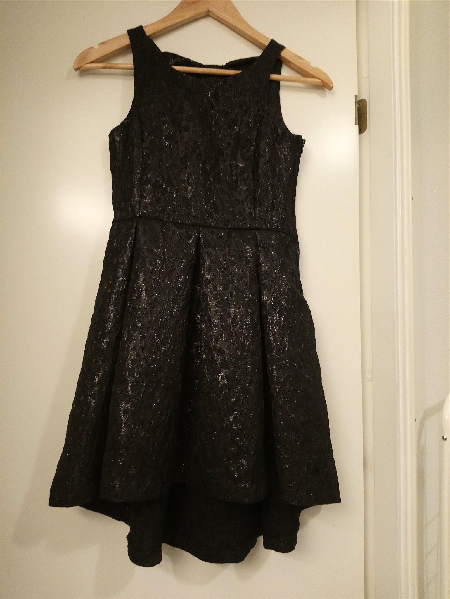 330838adad9 Finklänning fest jul nyår festklänning svart m glittertrådar stl 146 H&M  nyskick
