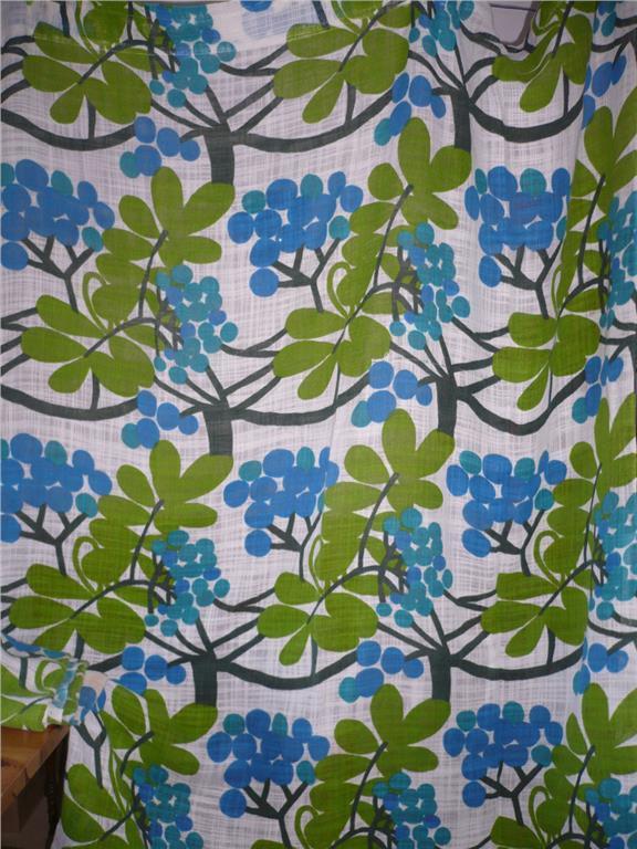 Retro gardiner med blå bär på Tradera.com - Gardiner och kappor  