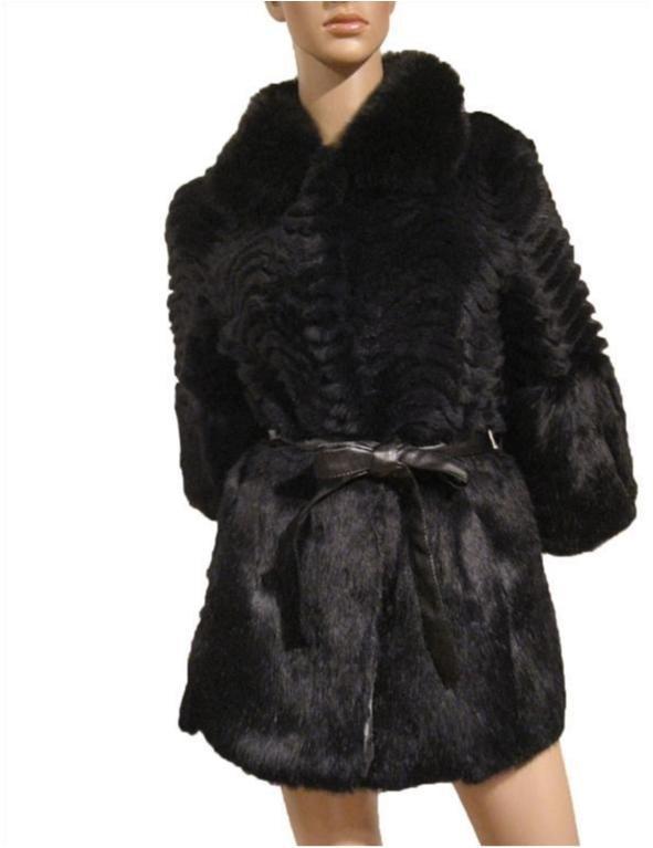 svart kappa med svart päls