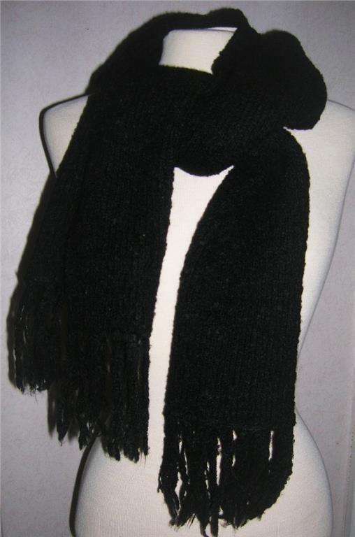 Svart kort halsduk med fransar (340244215) ᐈ Köp på Tradera 5df91e85bb7dd