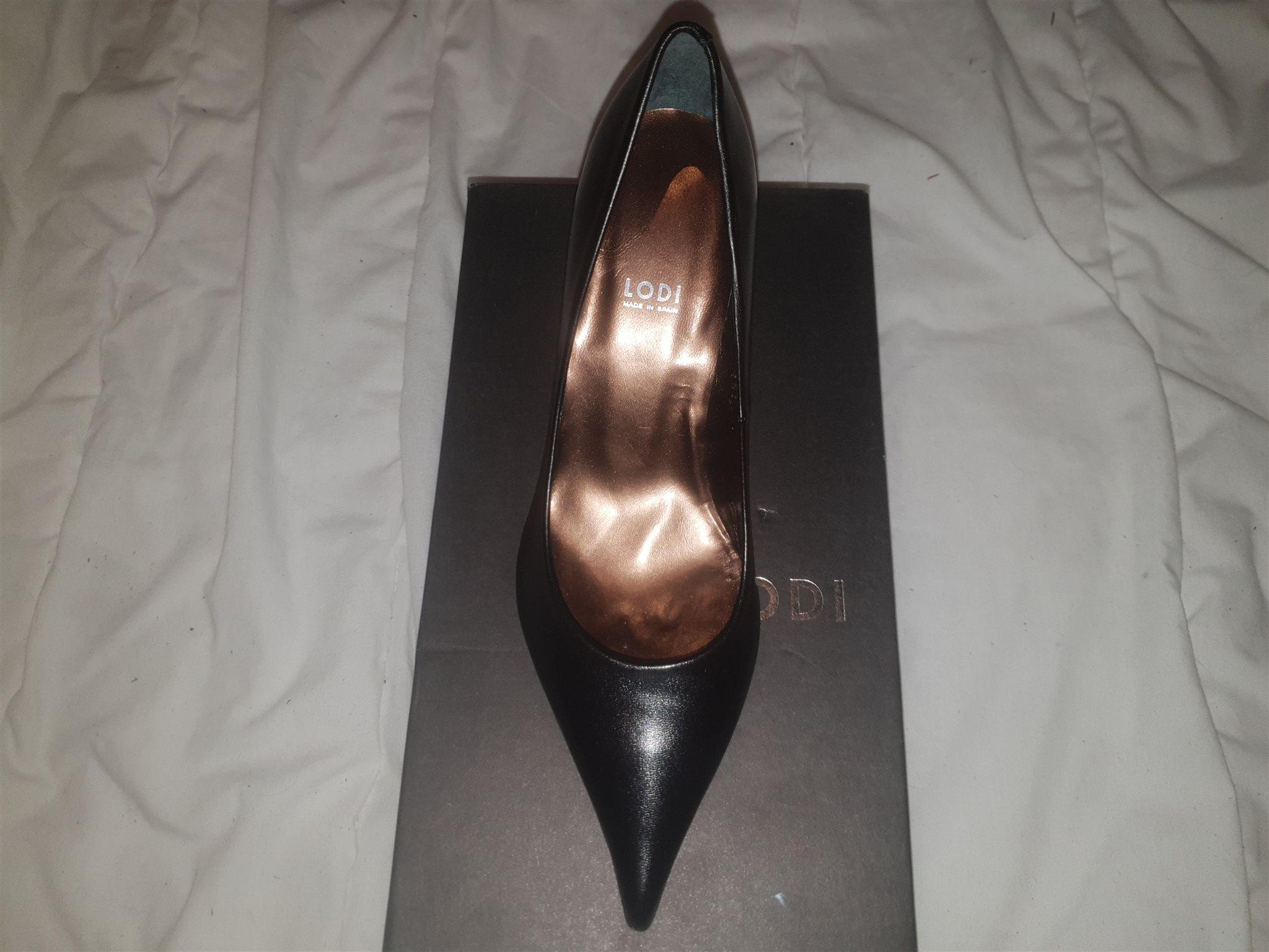Nya snygga högklackade skor från Lofi, storlek 35 (338837485