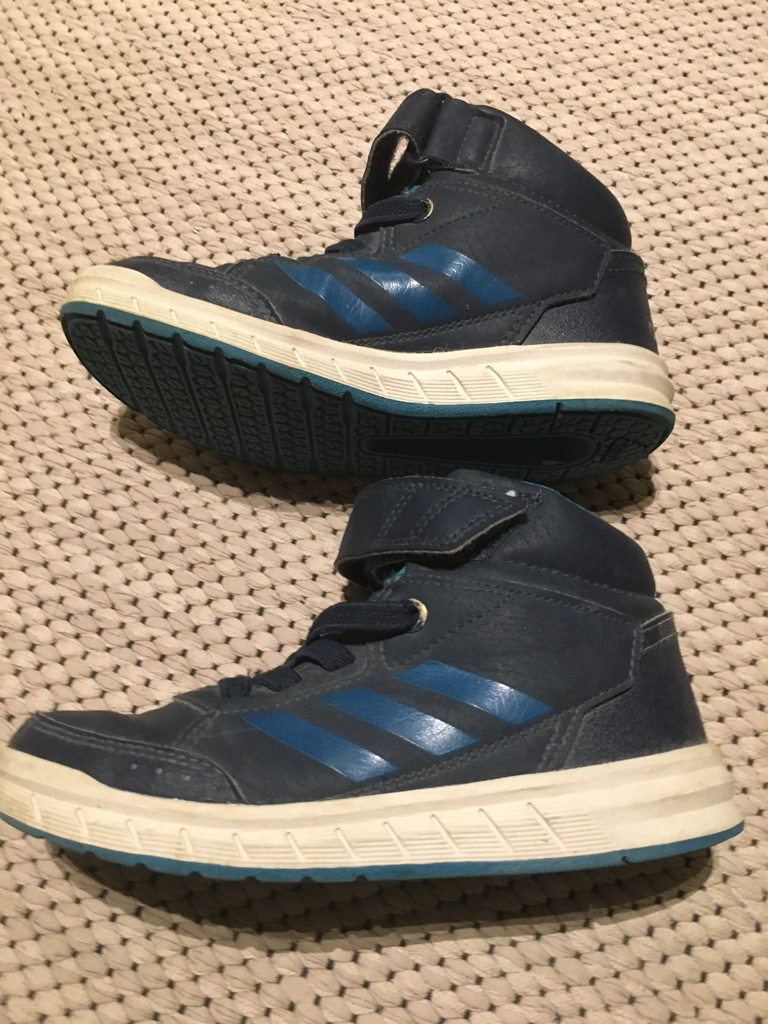 outlet store 051f4 e267e Fodrade sneakers i skinn stl 30 från Adidas