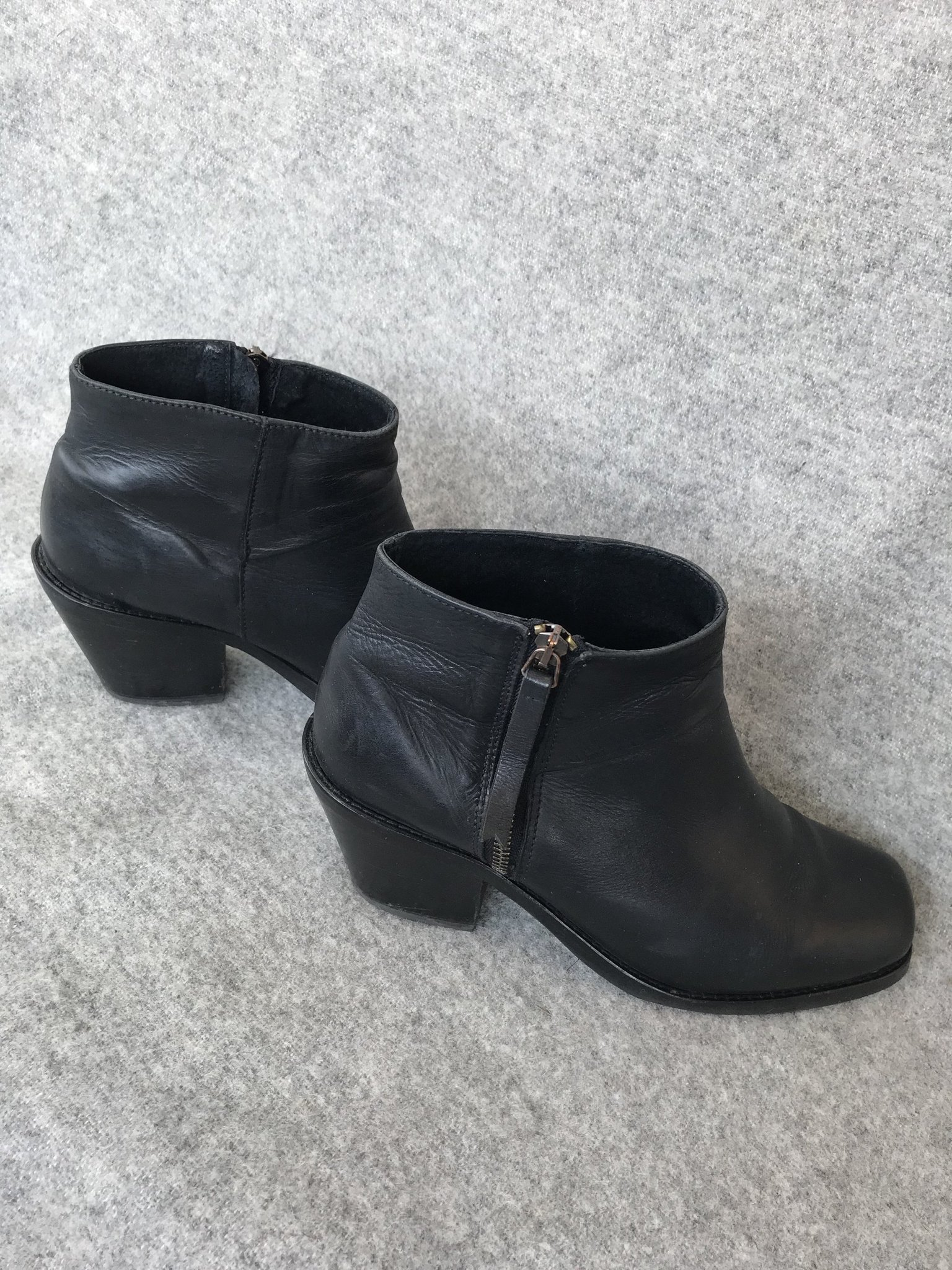 2c78ee323de Svarta ankle boots från Samsoe o Samsoe stl 41 med dragkedja på sidan ...